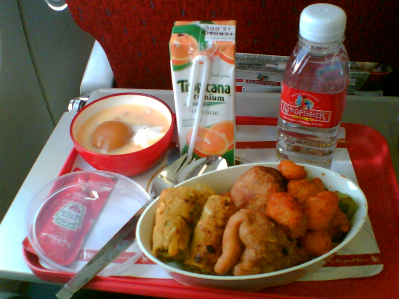 File:Economy class meal on board a Kingfisher Airlines domestic flight