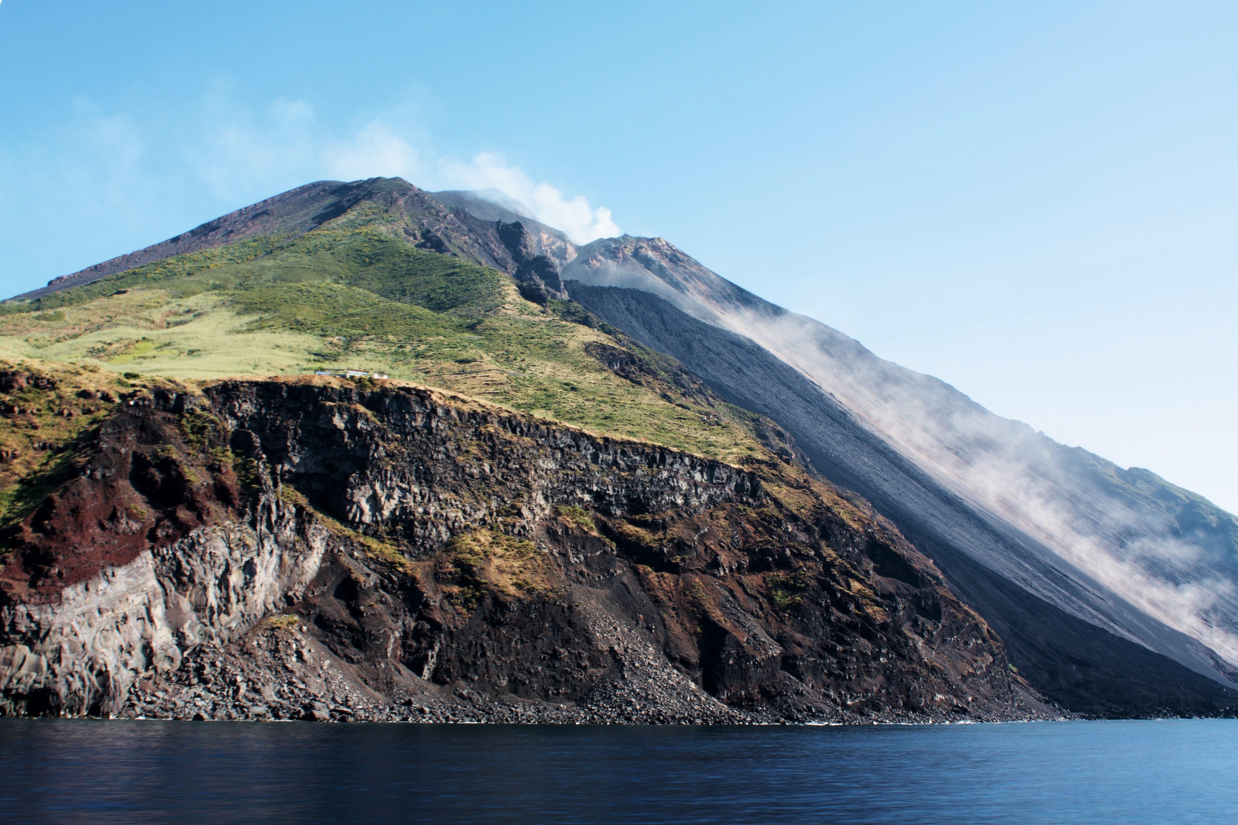 Quale vulcano sempre attivo, stromboli e' sempre monitorato.