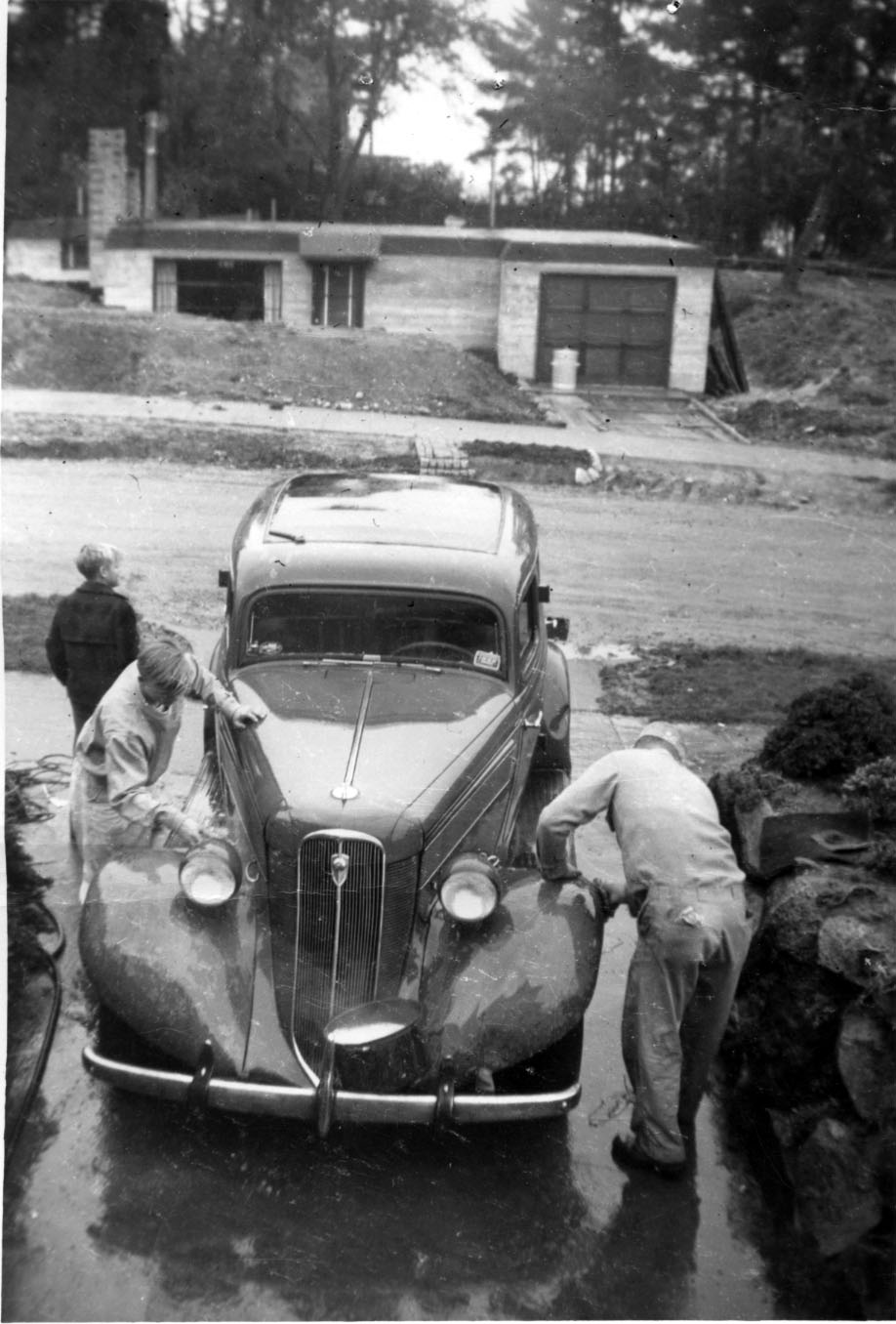 Cars On Line >> File:Family washing car, West Seattle, 1960.jpg ...