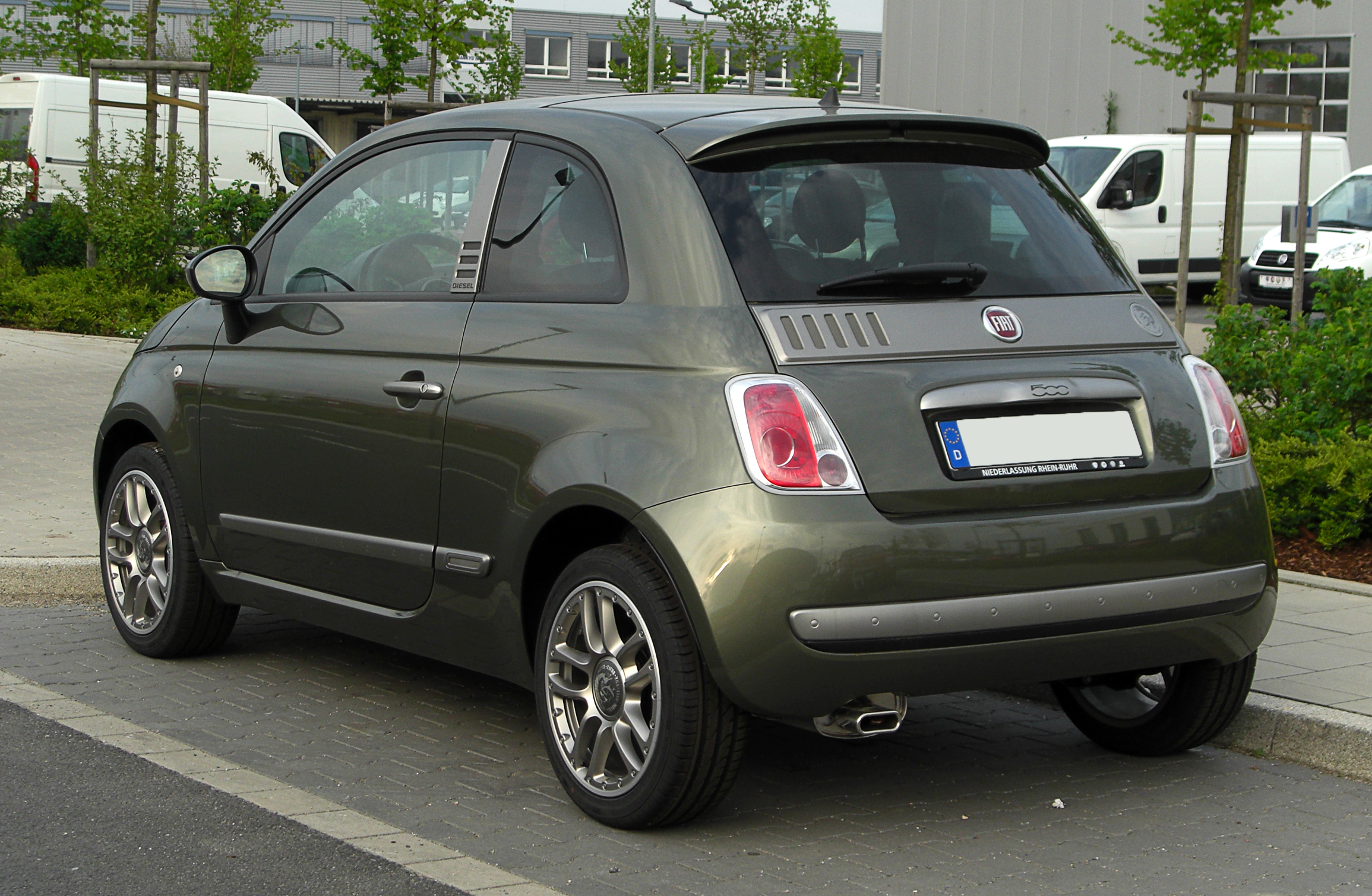 file fiat 500 1 2 8v by diesel heckansicht 16 april 2011 d wikimedia commons