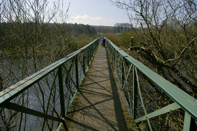 Footbridge across the South Tyne near Bardon Mill - geograph.org.uk - 405027