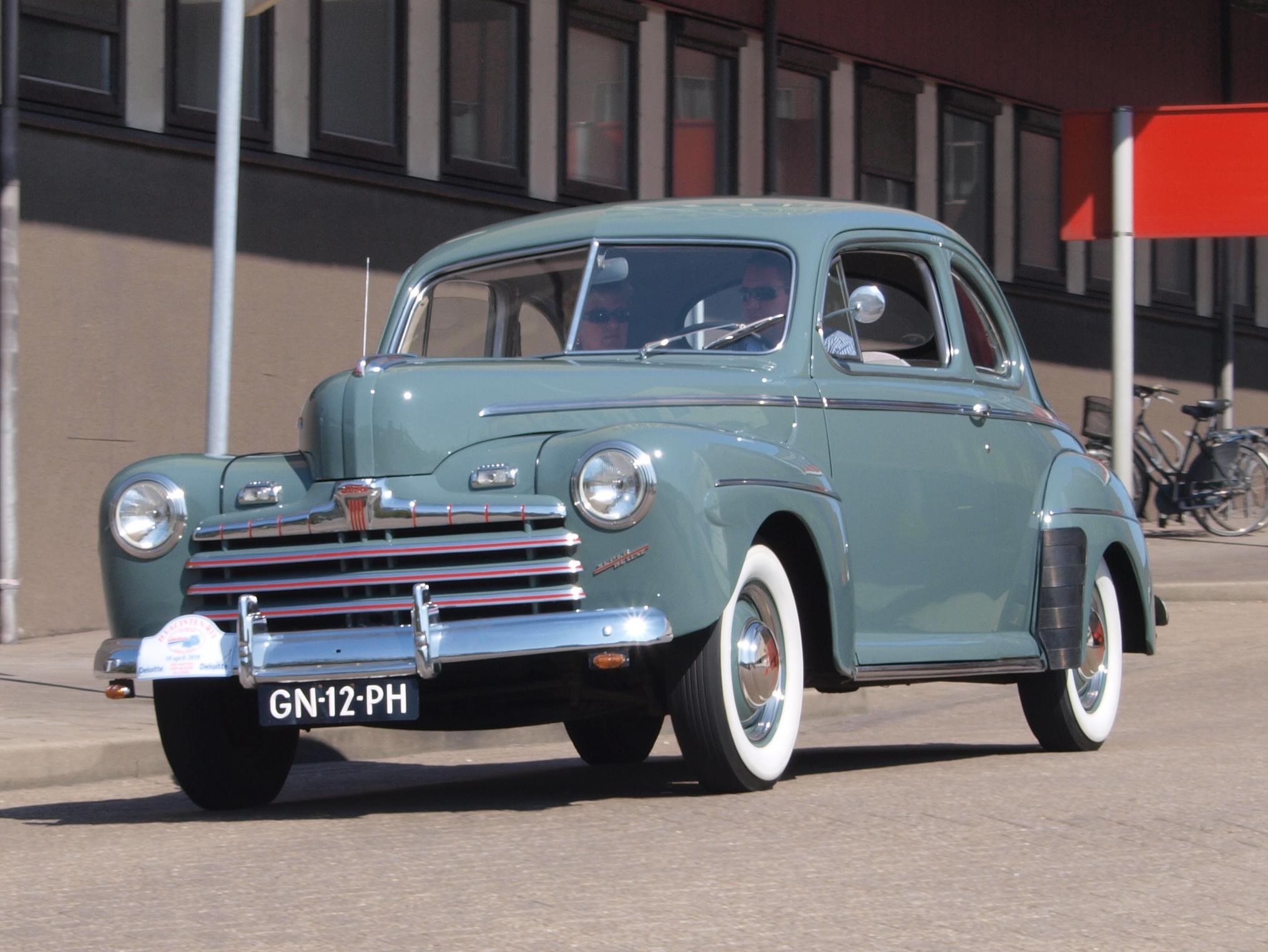 Ford_Super_de_Luxe_Coupe_(1946),_Dutch_l