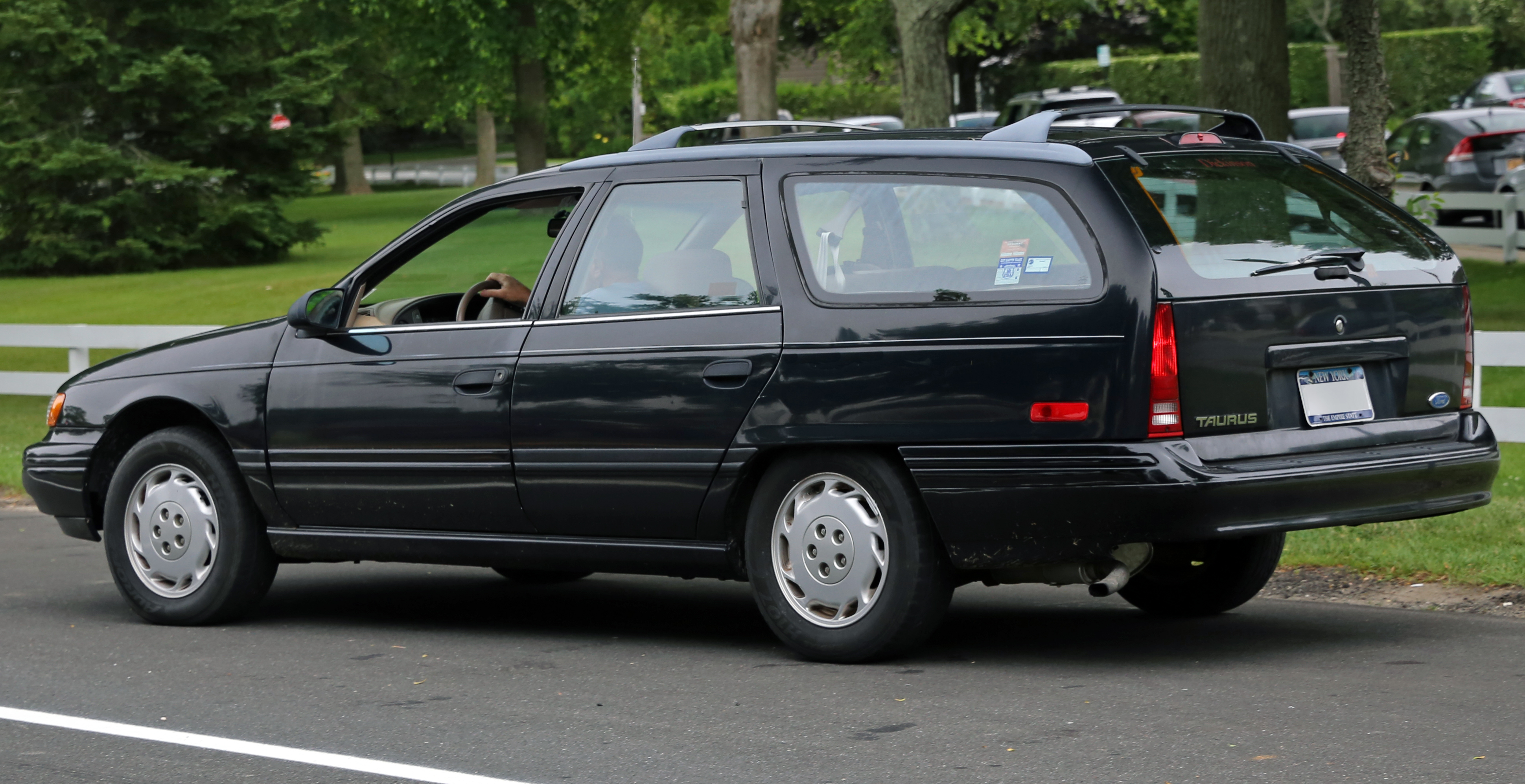 File ford taurus station wagon in black rear left jpg