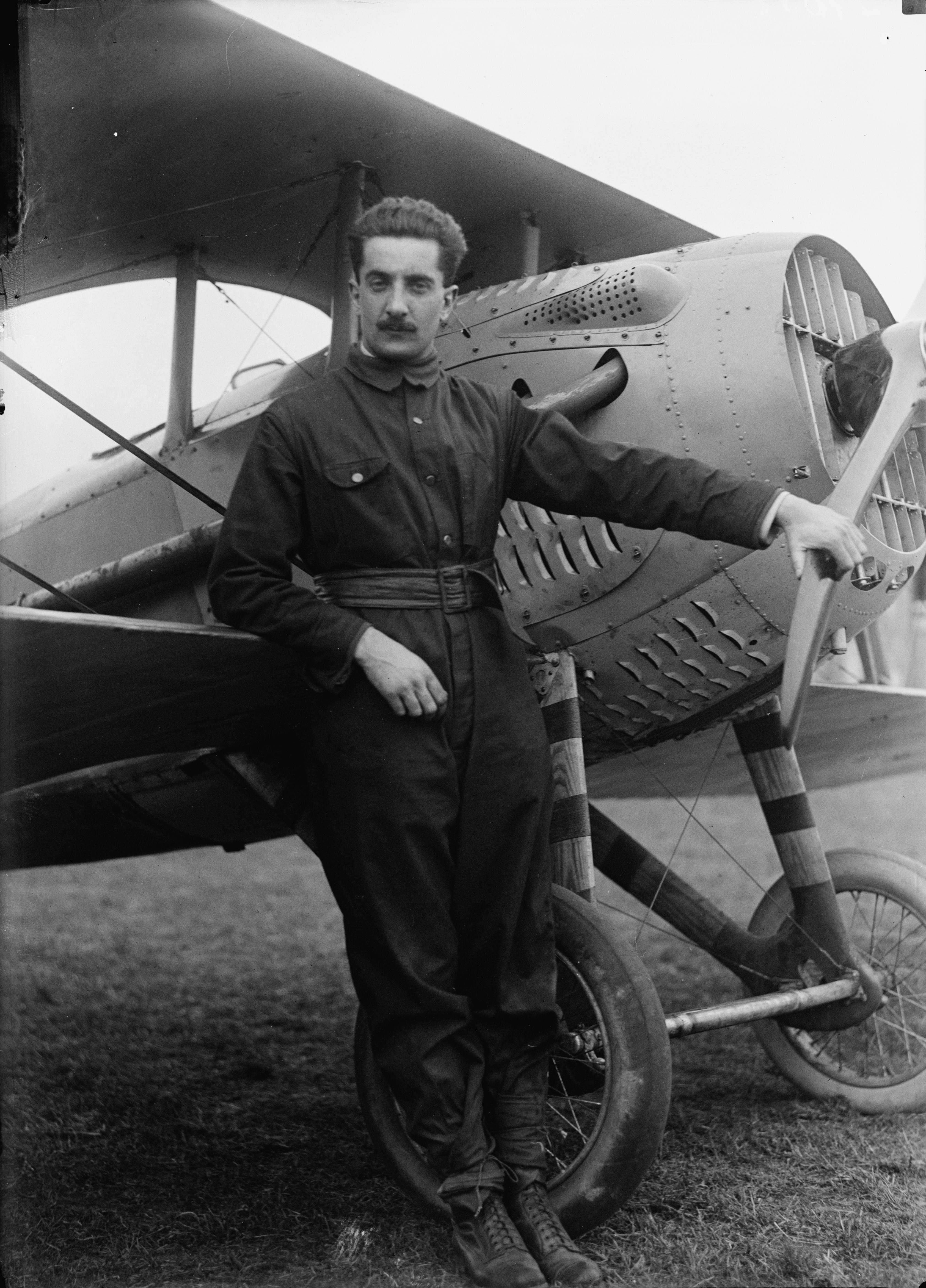 Sans visage d'aviateur Georges_Fl%C3%A9ch%C3%A8re,_aviateur