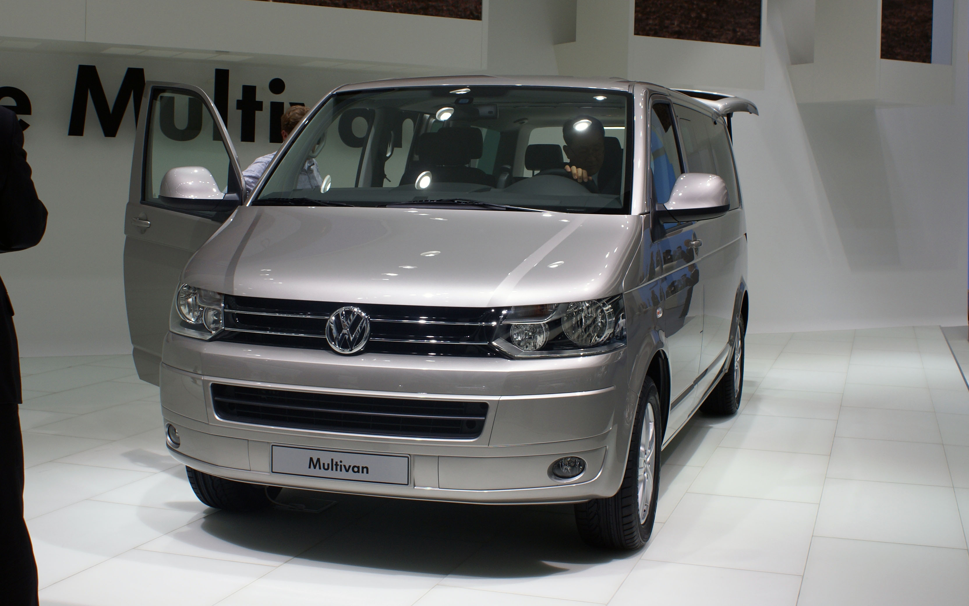 file grey vw multivan t5 facelift fl iaa 2009 jpg wikimedia commons. Black Bedroom Furniture Sets. Home Design Ideas