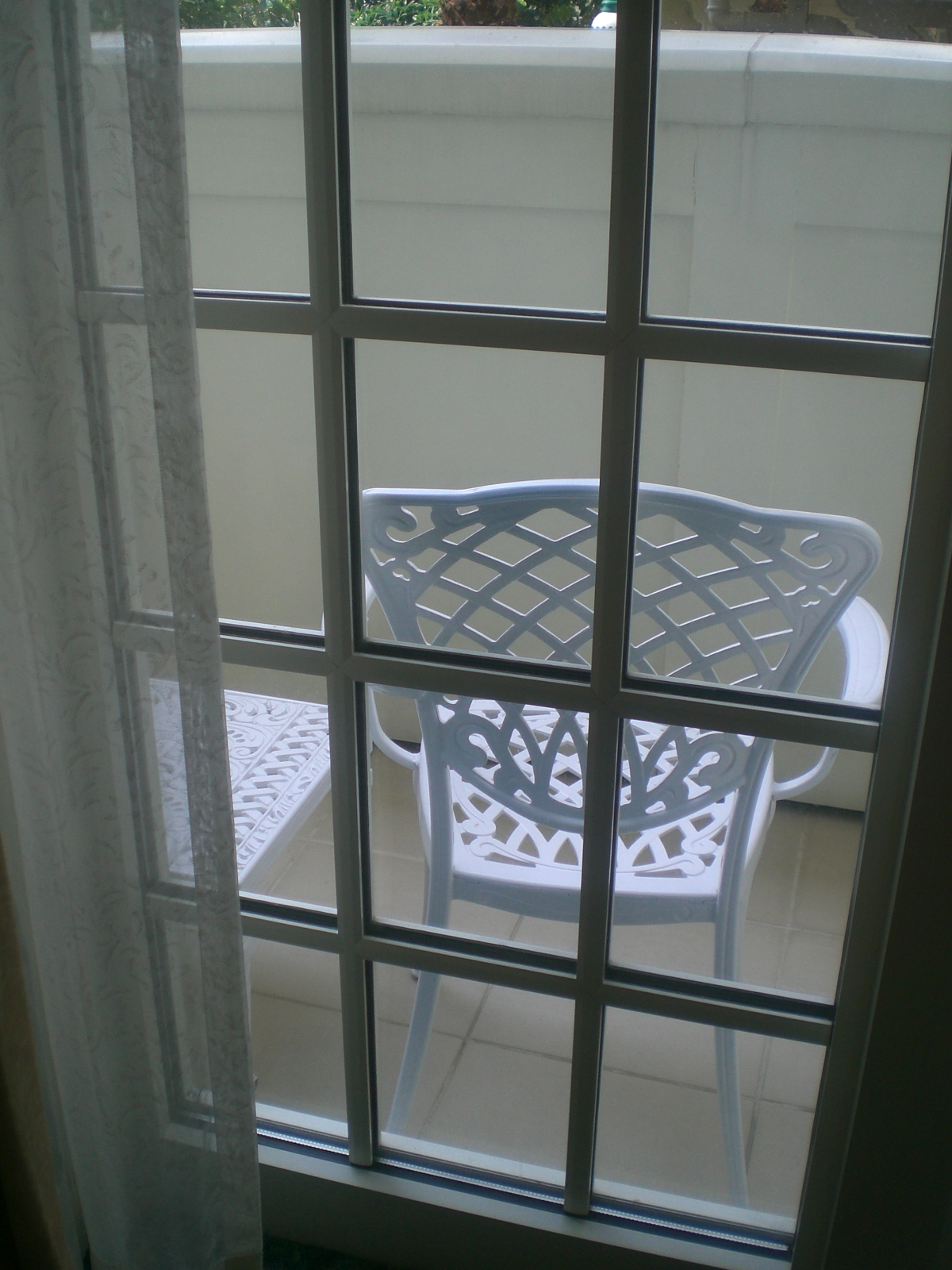 File Hk Disneyland Hotel Room ə�台 Balcony Glass Door Ƥ�子 Armchair In White Jpg Wikimedia Commons