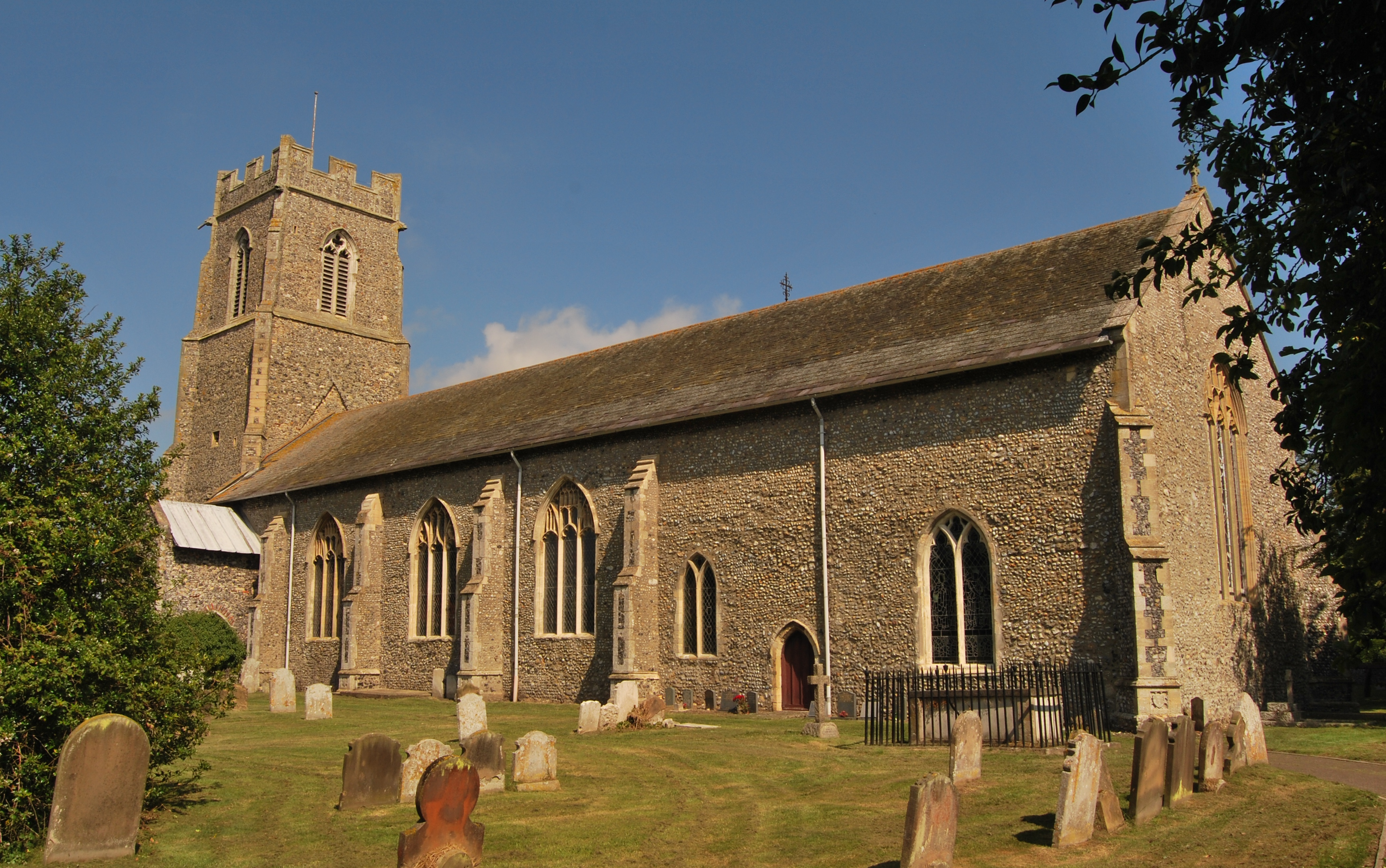 Hemsby, Norfolk, St Mary the Virgin SE aspect.jpg