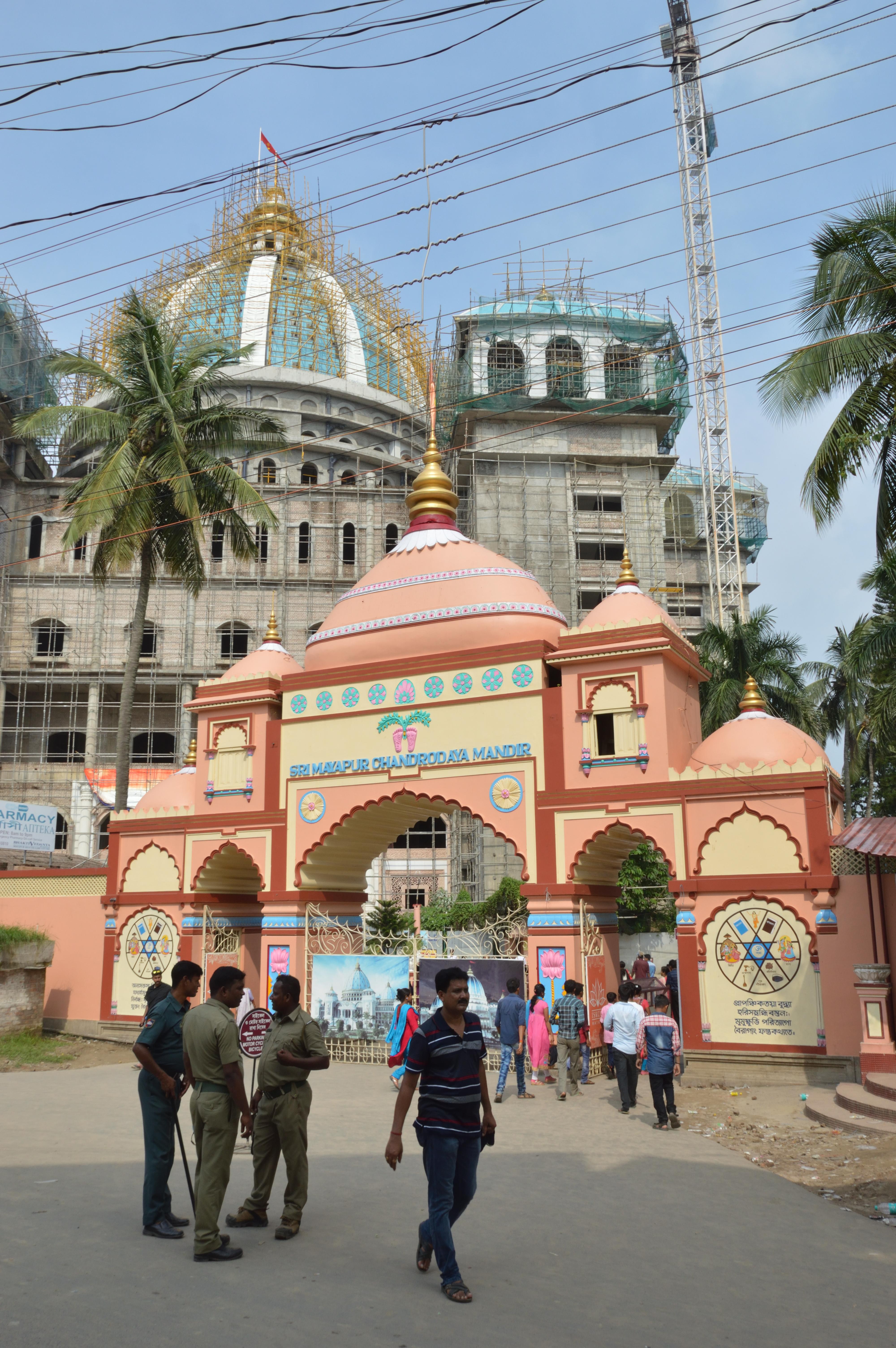 File:ISKCON Campus Main Gate - Bhaktisiddhanta Saraswati Marg