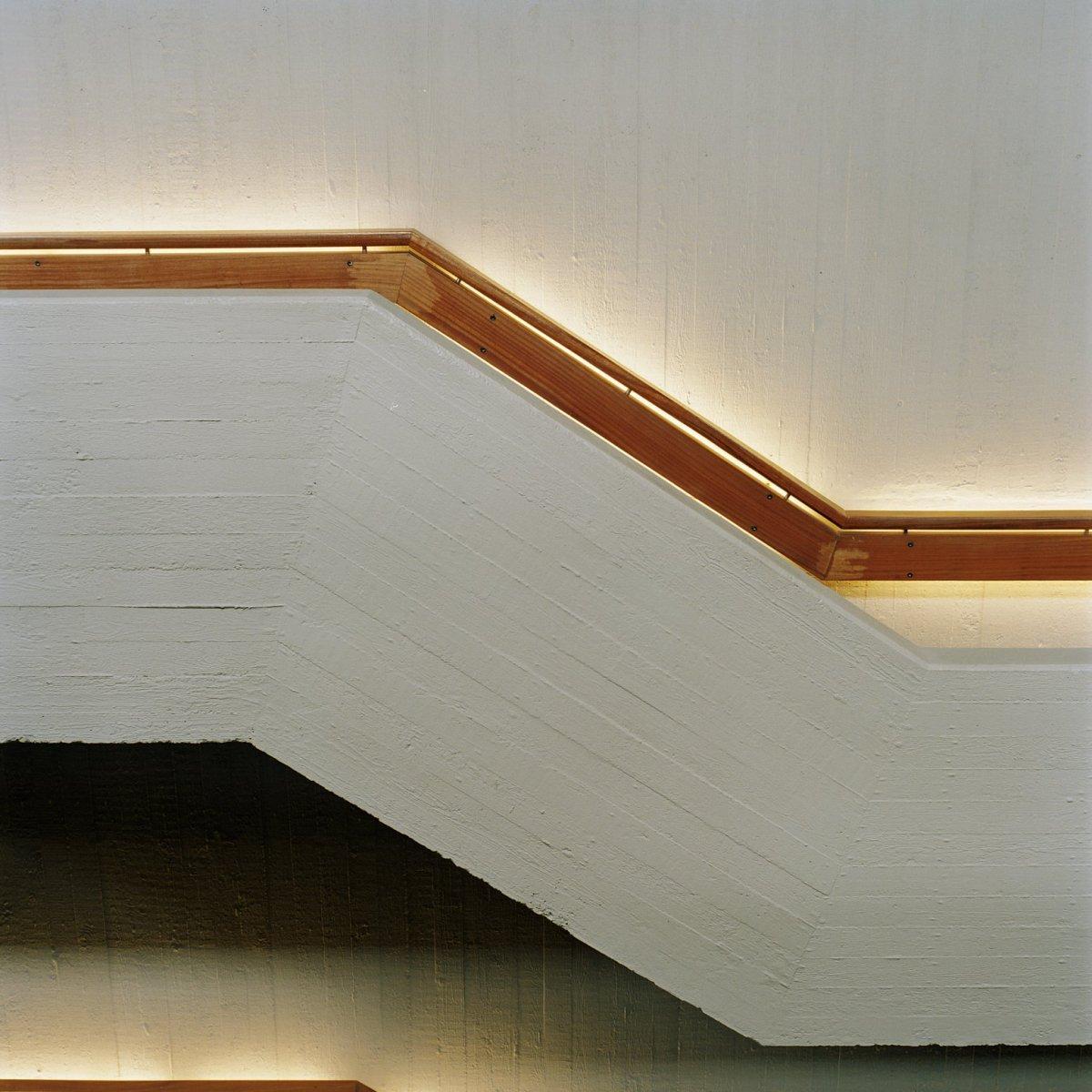File interieur detail van de trapleuning met de tl for Beton decoratif interieur