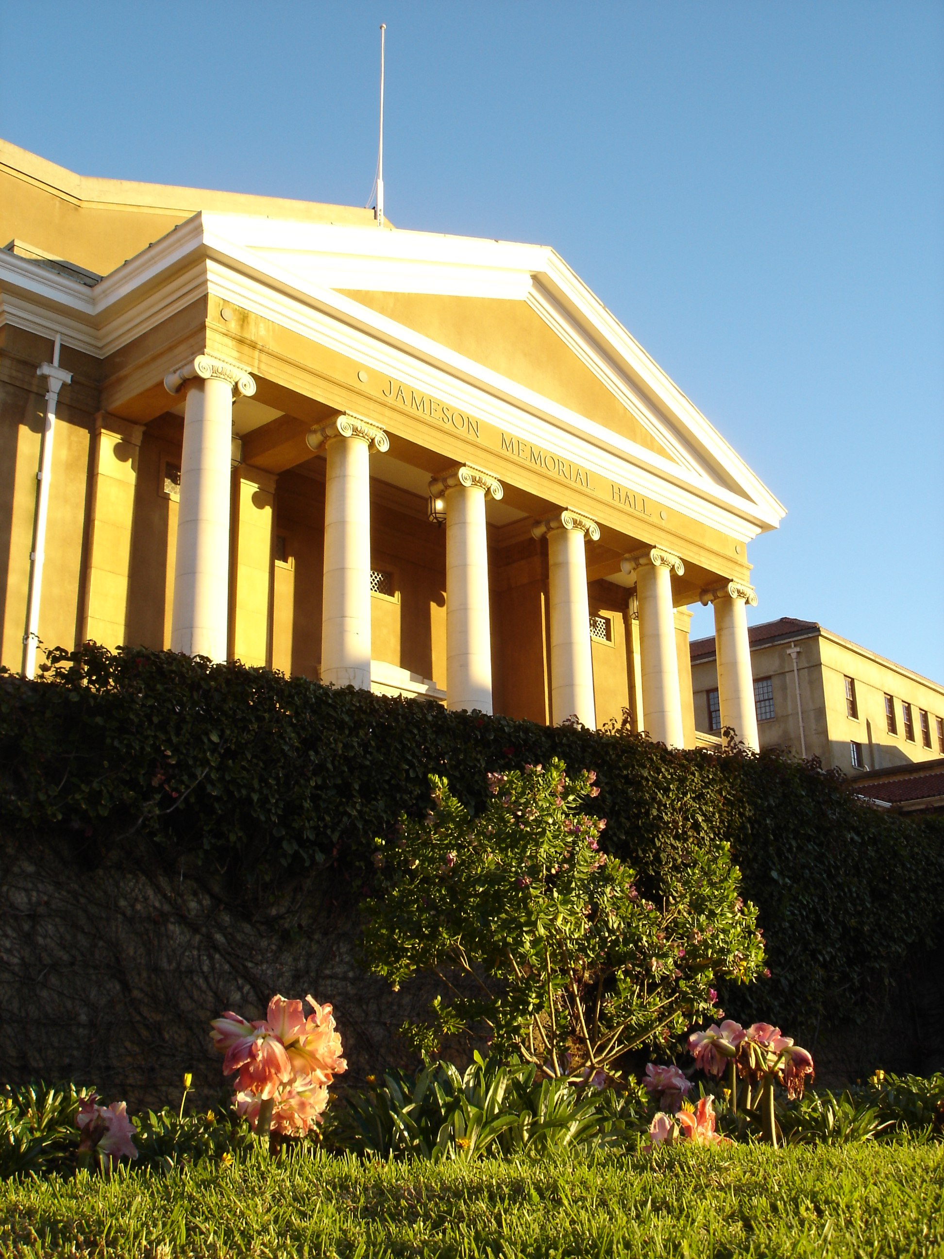 File:Jameson Hall - University of Cape Town.jpg - Wikimedia Commonsjameson town