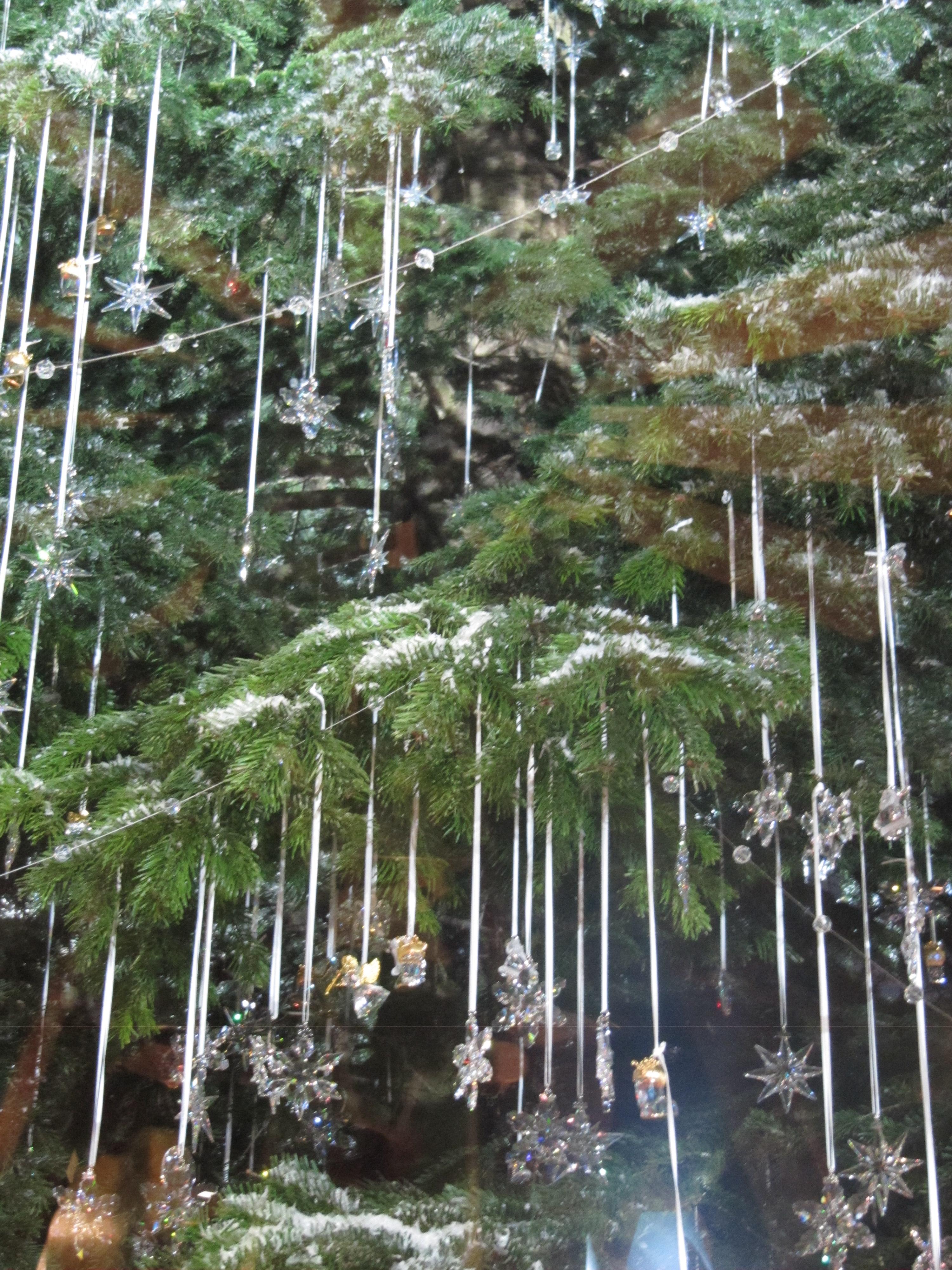 File:laika Ac Swarovski Christmas Tree (6686139967)g