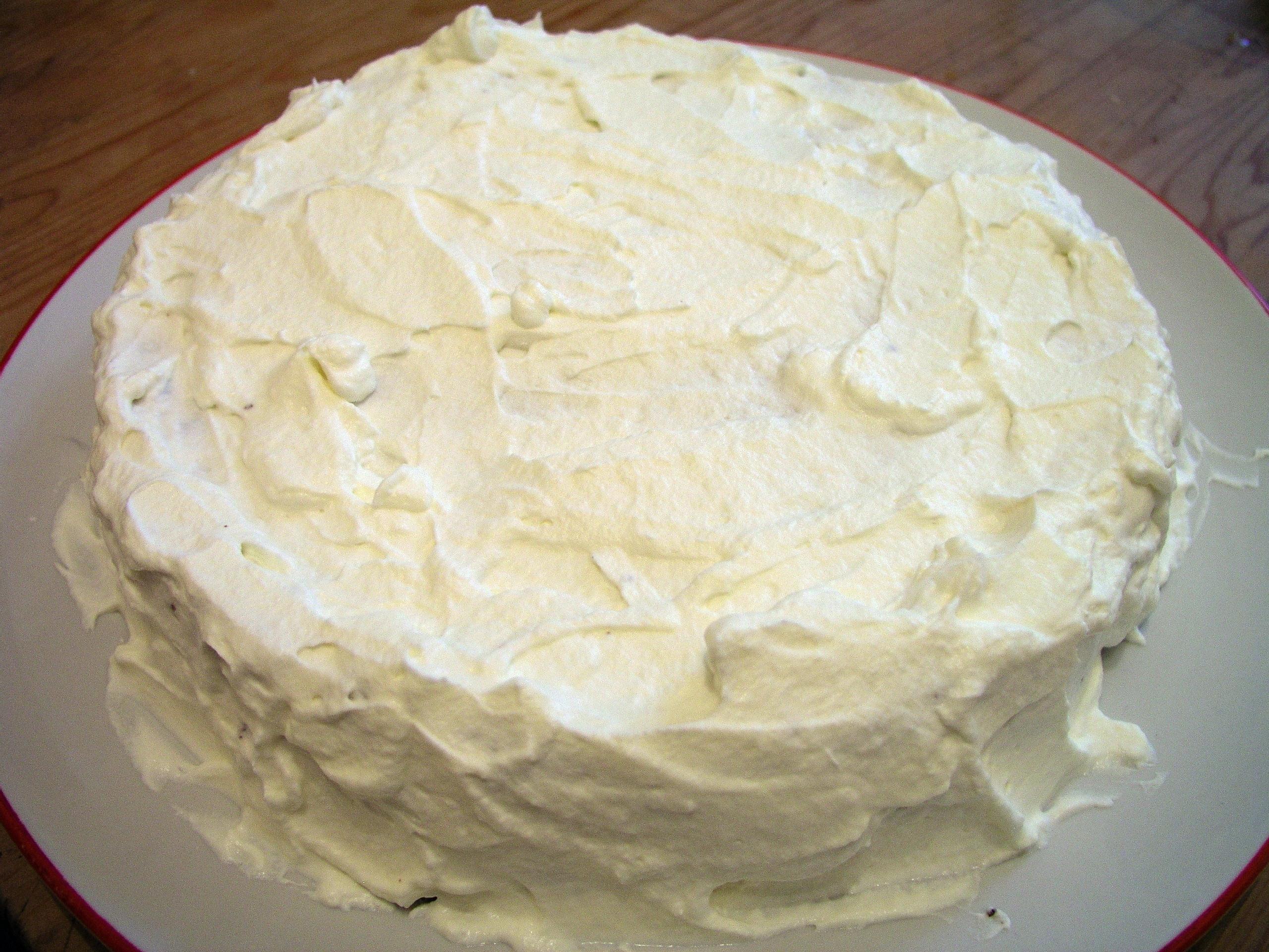 File:Layered cake with cream.JPG - Wikimedia Commons
