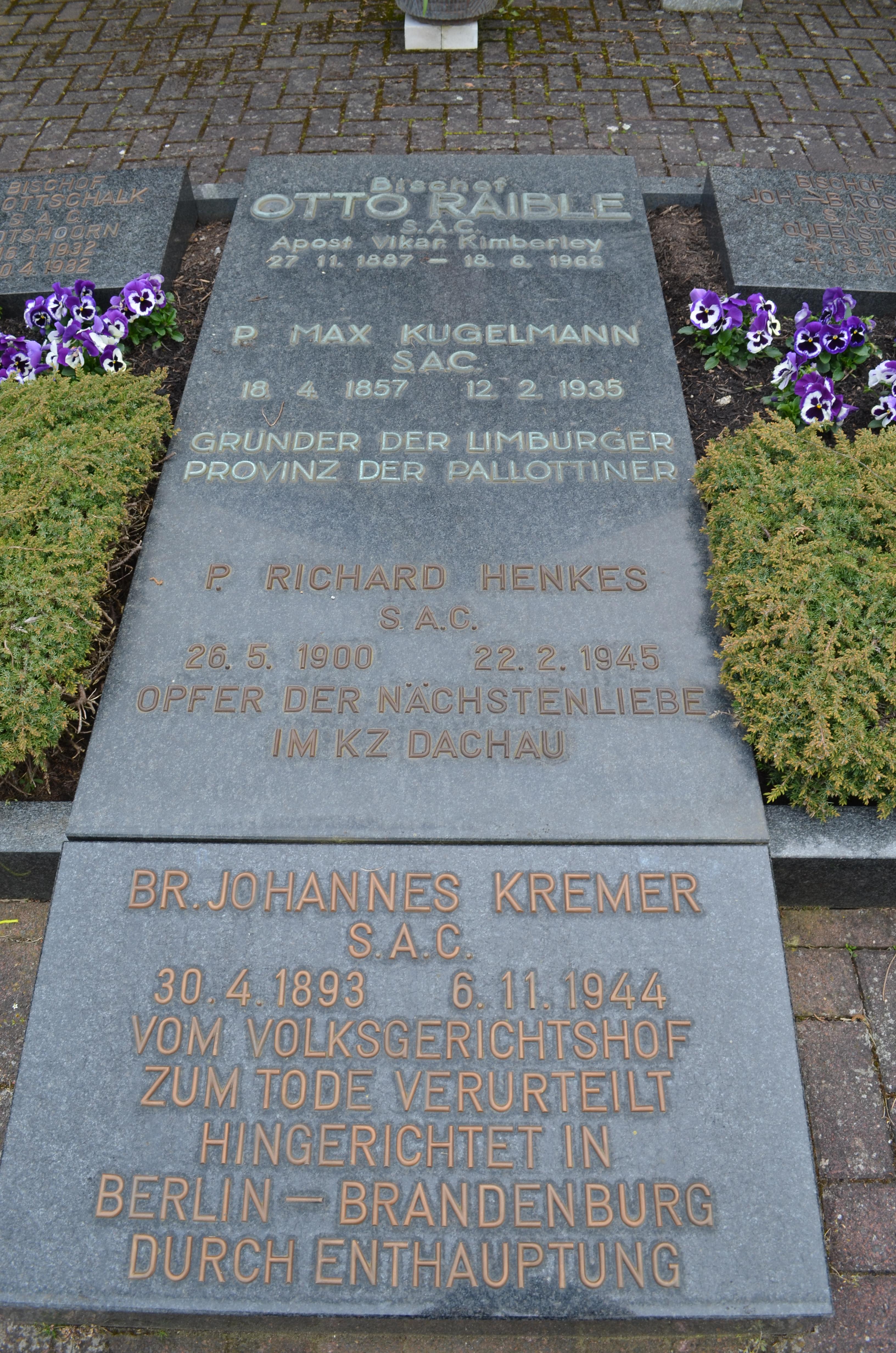 Grav på pallottinernes kirkegård i Limburg for Johannes Kremer, Otto Raible, Richard Henkes og Max Kugelmann