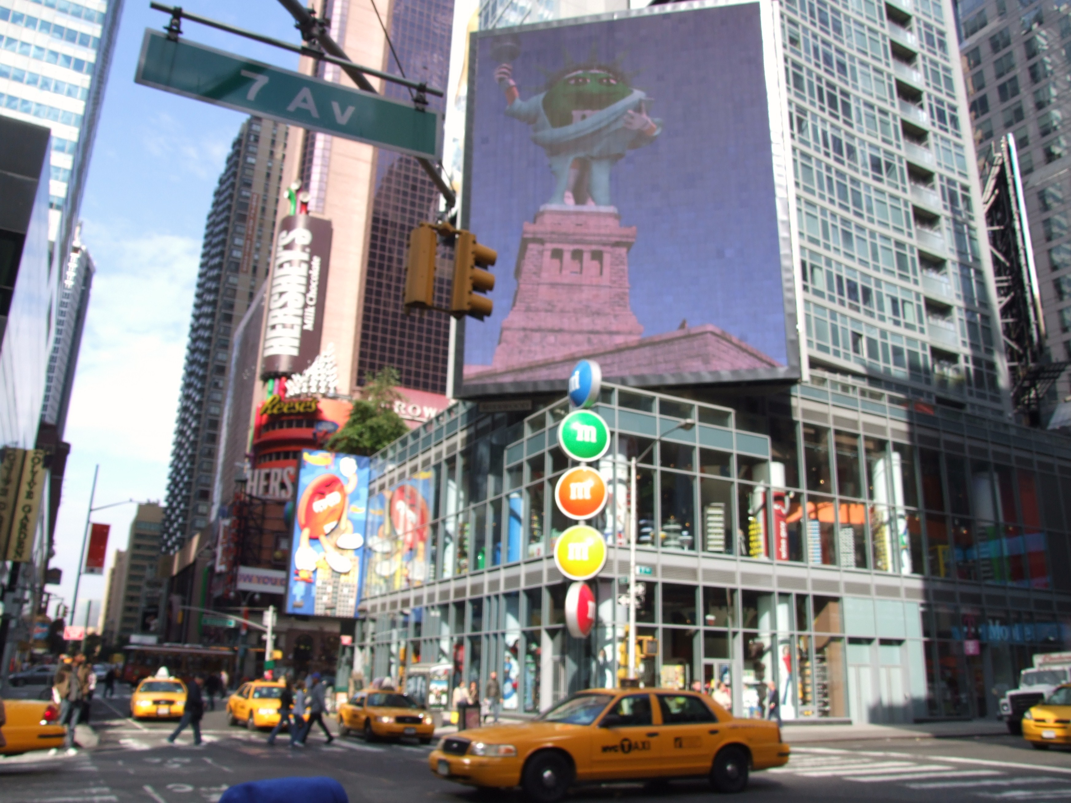 File:M&Ms World, Times Square.JPG - Wikimedia Commons