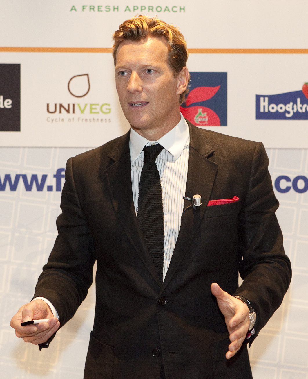 File:Magnus Scheving 2 cropped.jpg - Wikimedia Commons