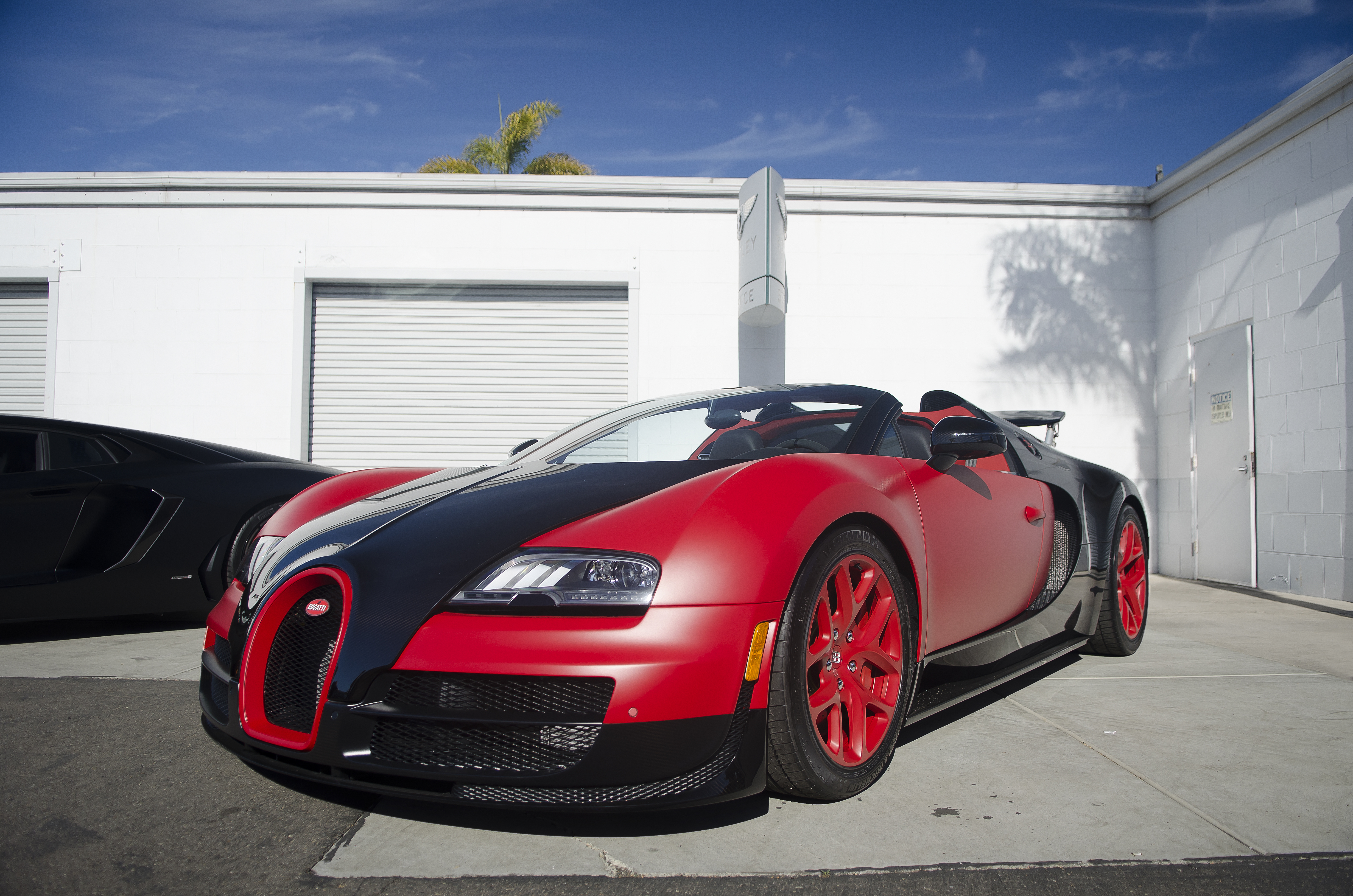 Matte_Red-Black_Bugatti_Veyron_Grand_Sport_Vitesse_%2815832617282%29 Terrific New Bugatti Veyron Grand Sport Vitesse Cars Trend