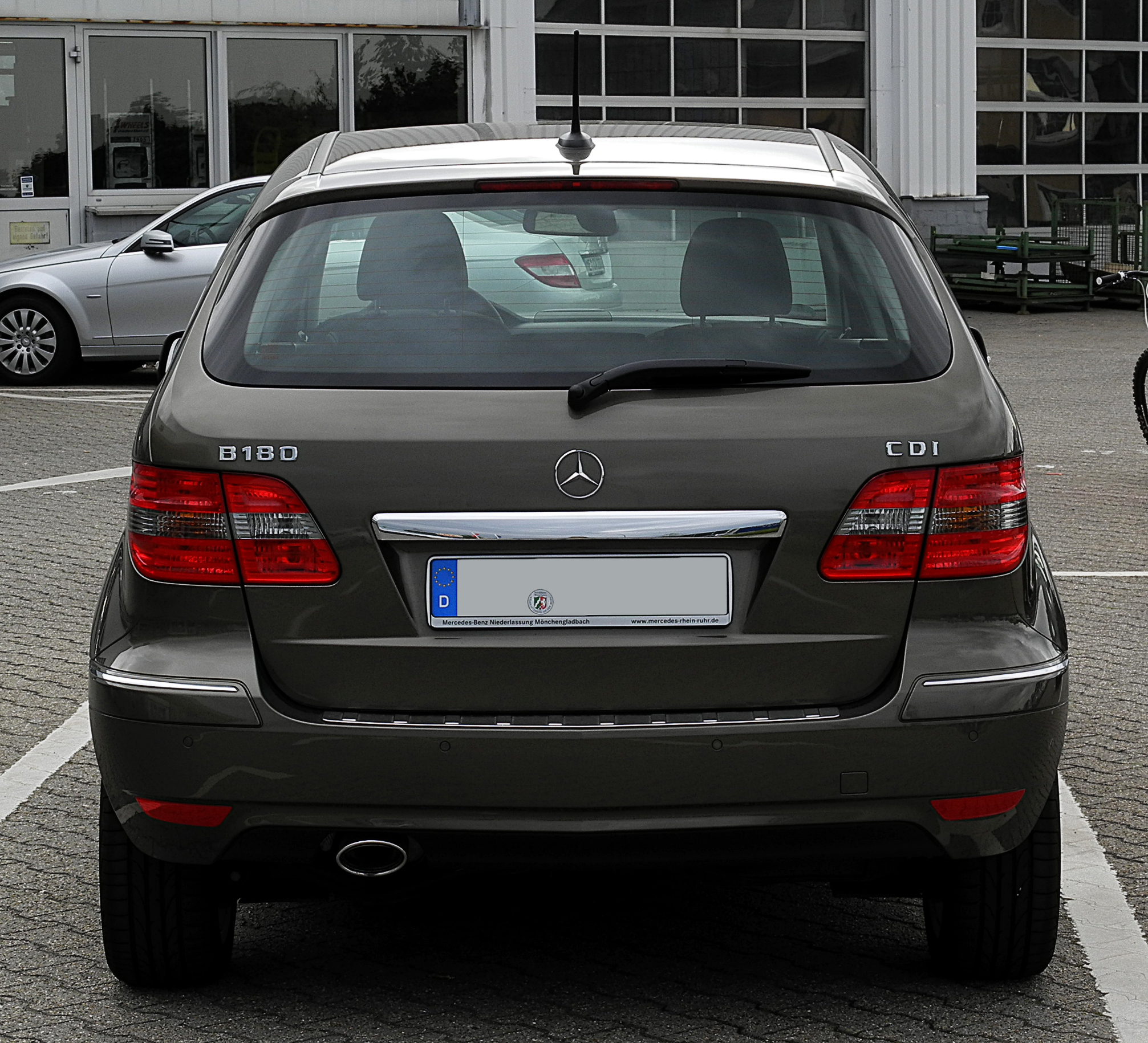file mercedes benz b 180 cdi t 245 facelift heckansicht 2 10 juni 2011. Black Bedroom Furniture Sets. Home Design Ideas