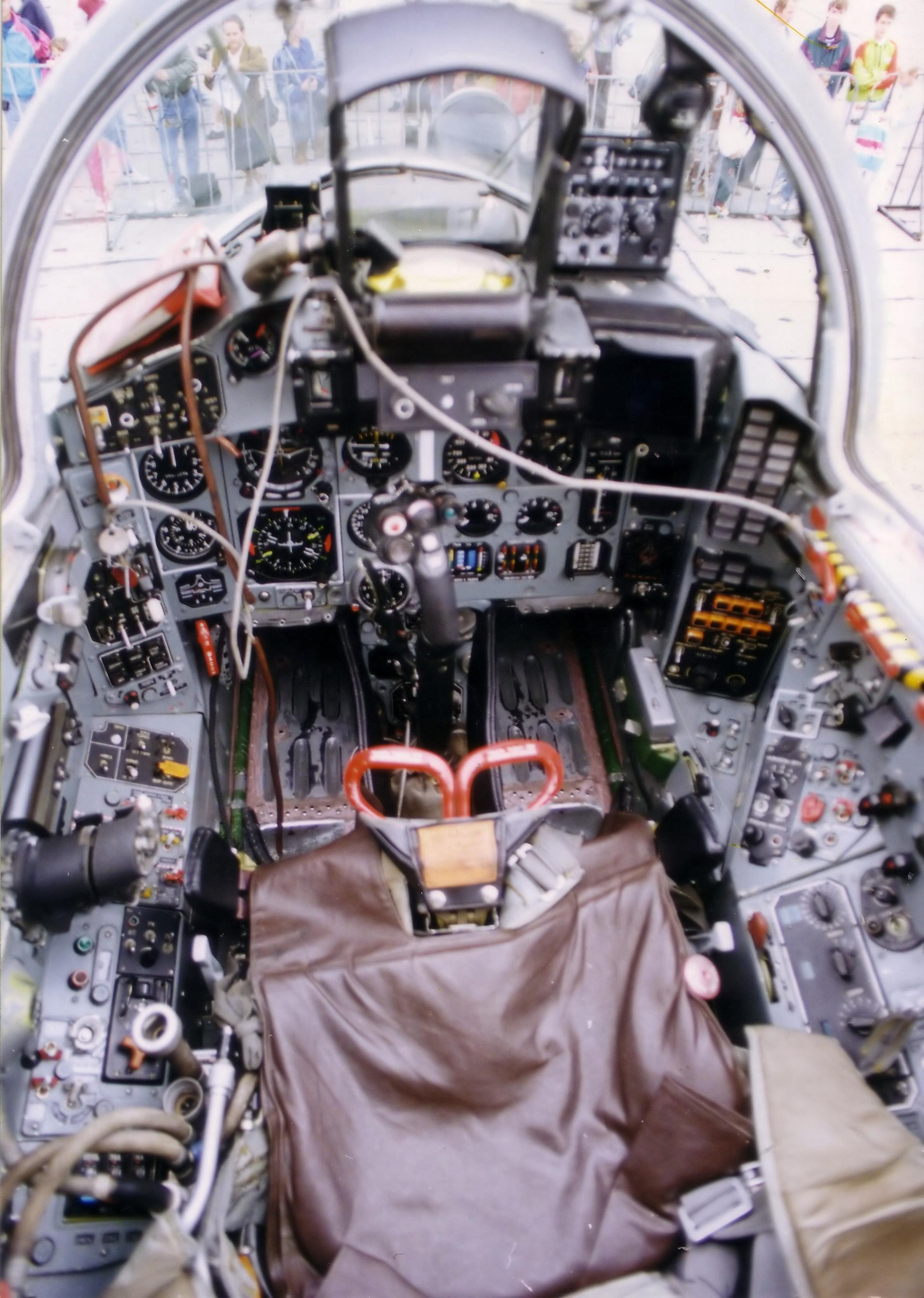 Tập tin:MiG-29 cockpit 3 jpg – Wikipedia tiếng Việt