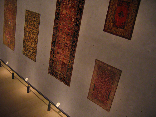 http://upload.wikimedia.org/wikipedia/commons/4/40/Musee-tissus-lyon-france-exposition-tapis.jpg