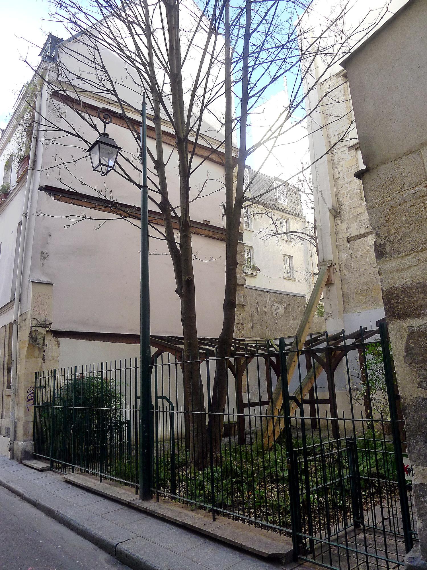 Jardin de la rue visconti for Jardin 122 rue des poissonniers