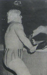 Patterson holding the leg of his opponent.