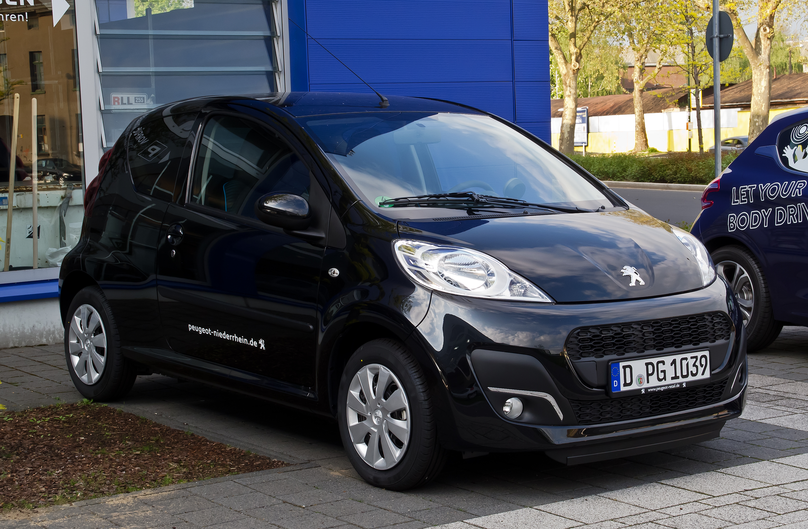 Peugeot 107 wikiwand for Interieur twingo 2