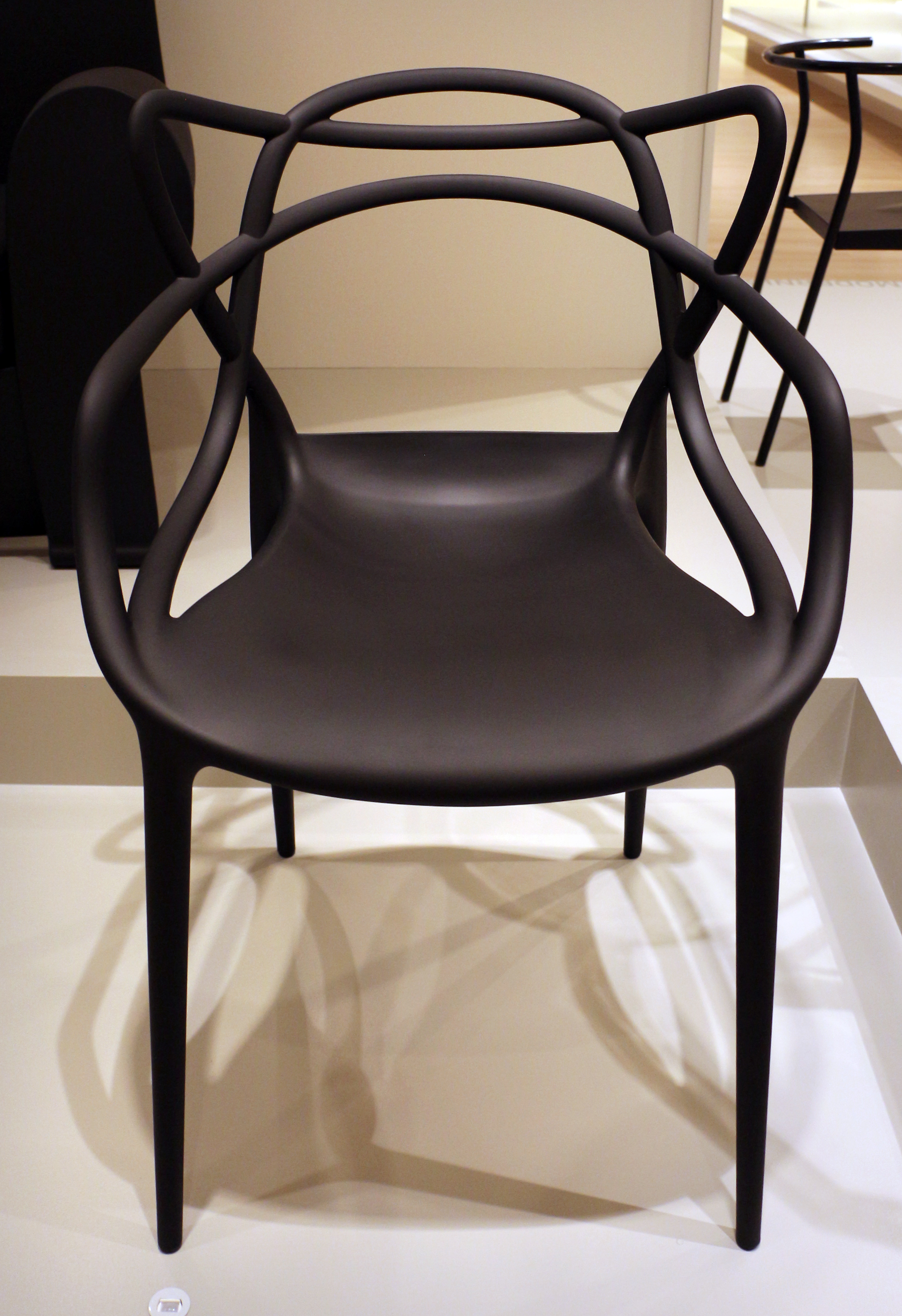 File:Philippe starck per kartell spa, sedia louis ghost ...