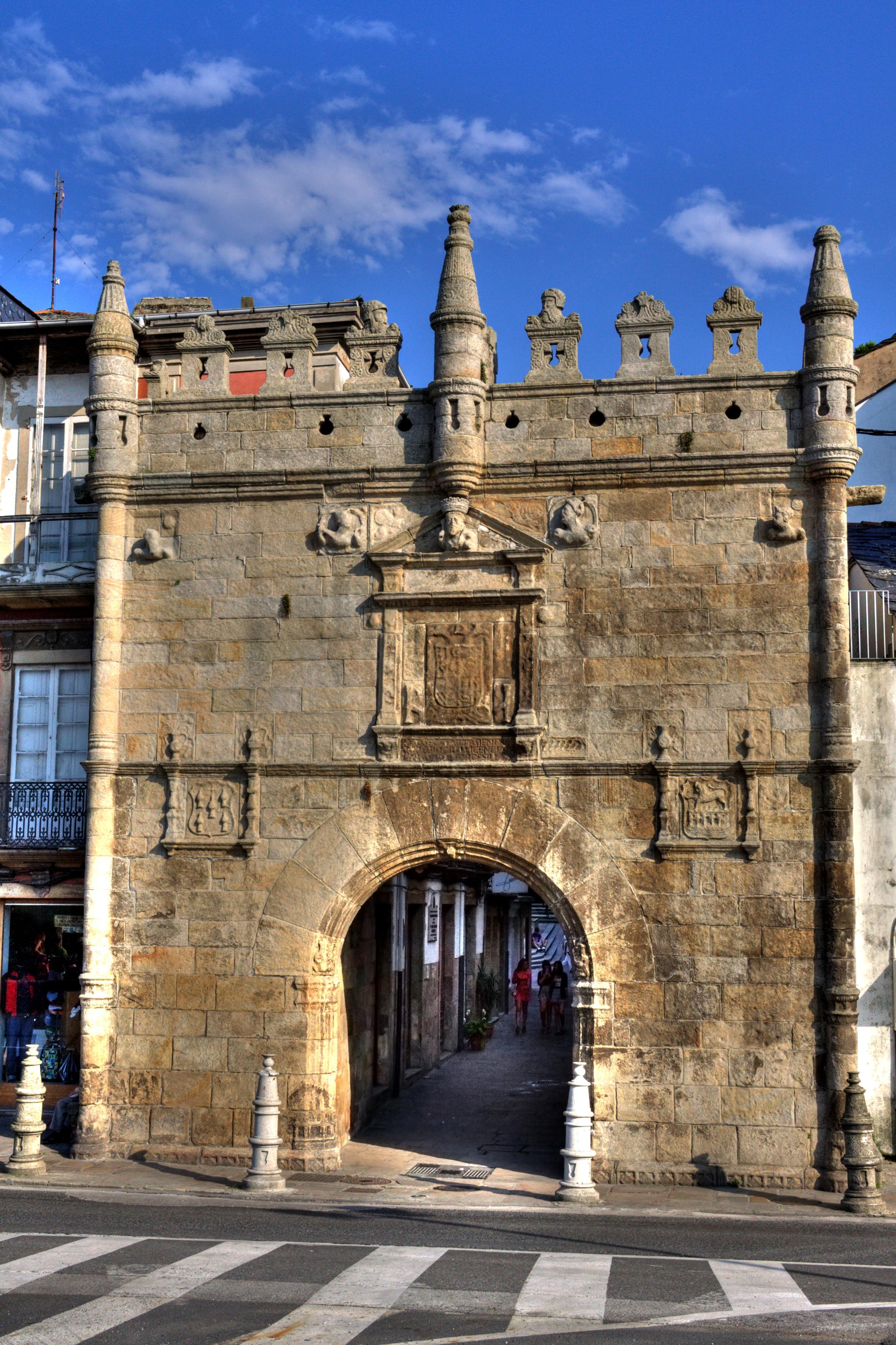 Puerta de Carlos V, Viveiro