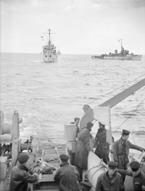 M/F 904 Debrouwer (ex HMS Spanker) - Page 4 RN_minesweepers_WWII_IWM_A_30265