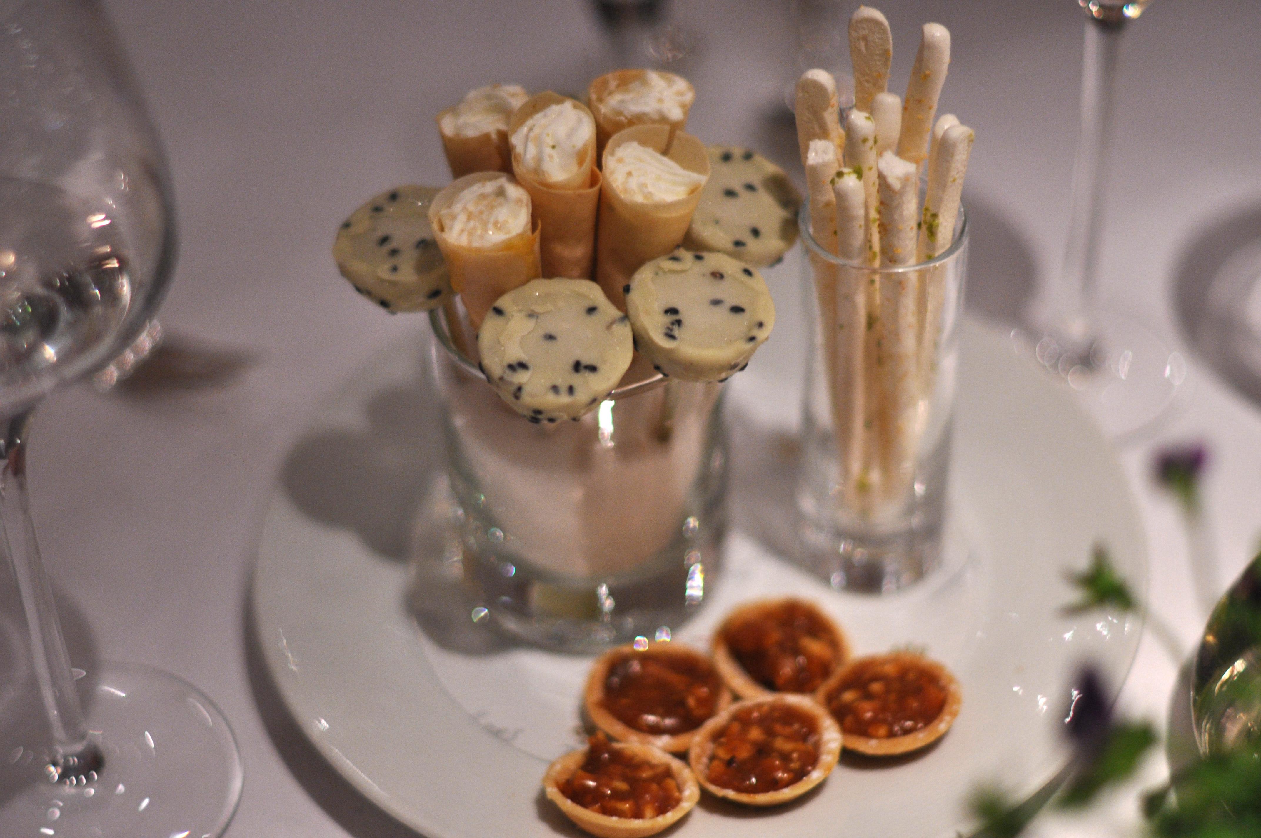 File restaurant le jardin des sens sm kager med karamel og for Restaurant le jardin des sens