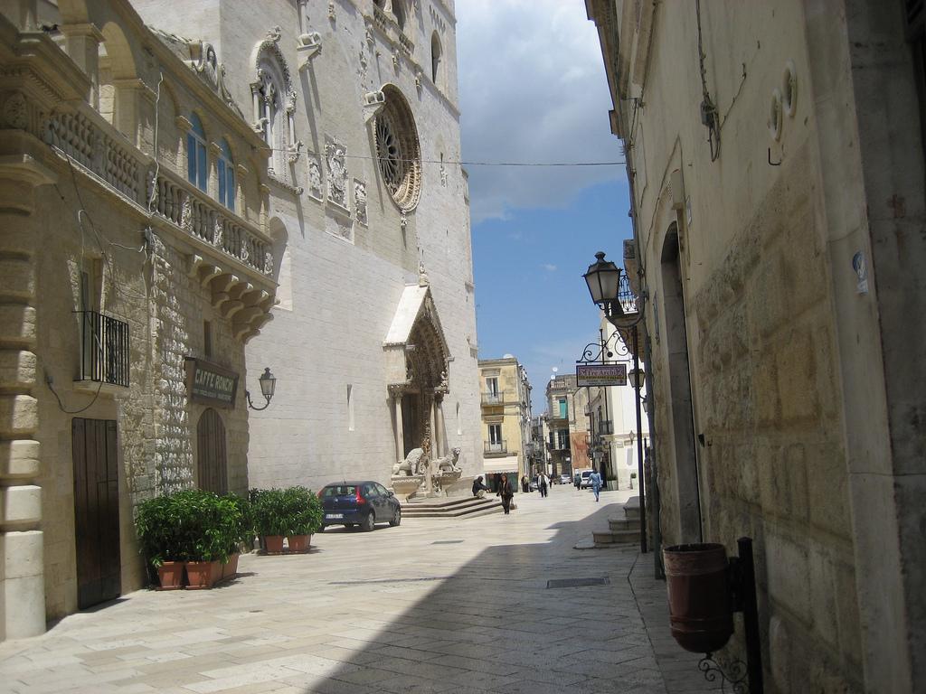 Altamura Italy  City pictures : Scorcio cattedrale di Altamura Wikipedia