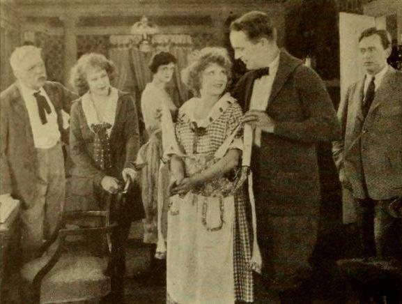File:Sisters (1922) - 3.jpg