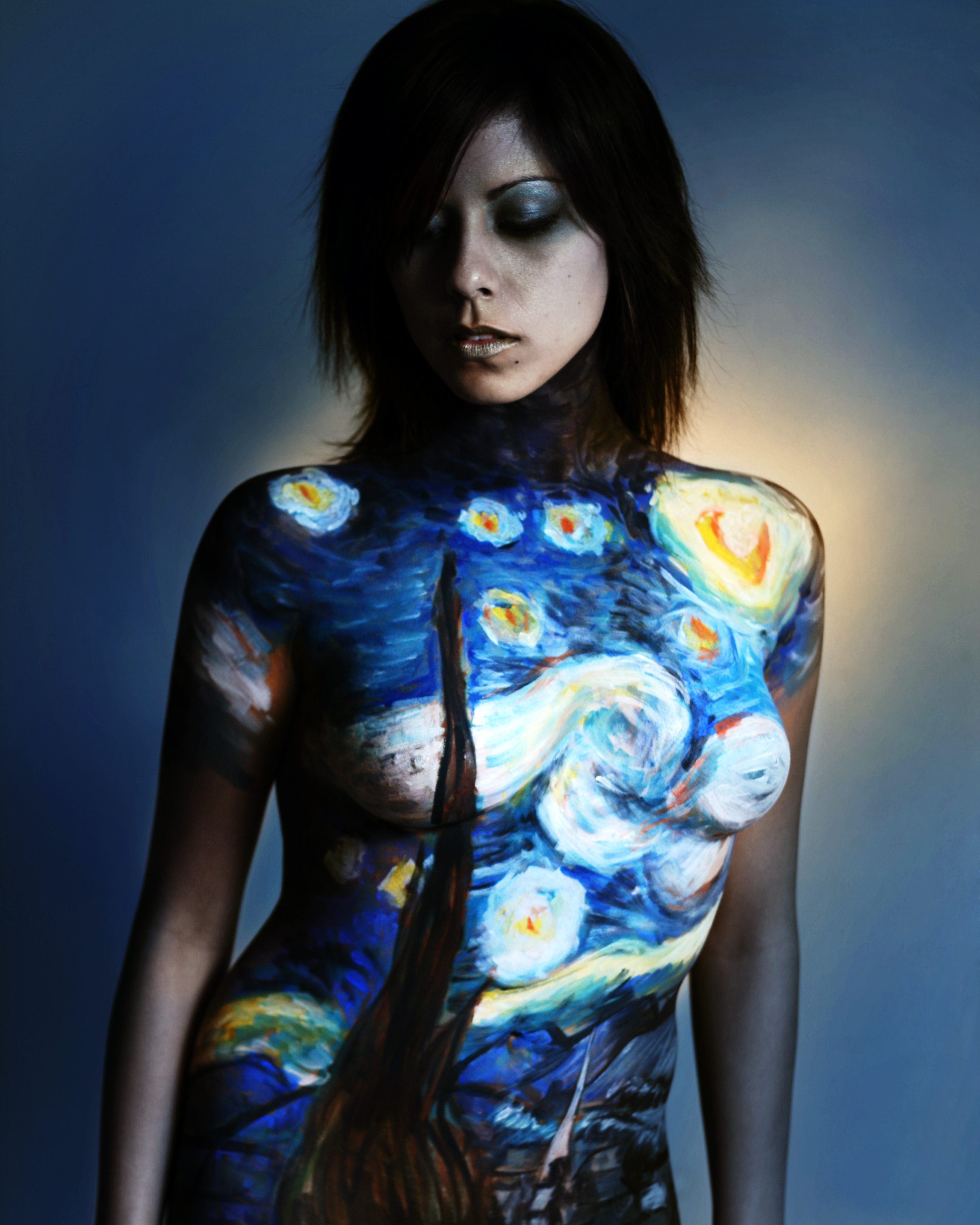 Description Starry night body painting.jpg