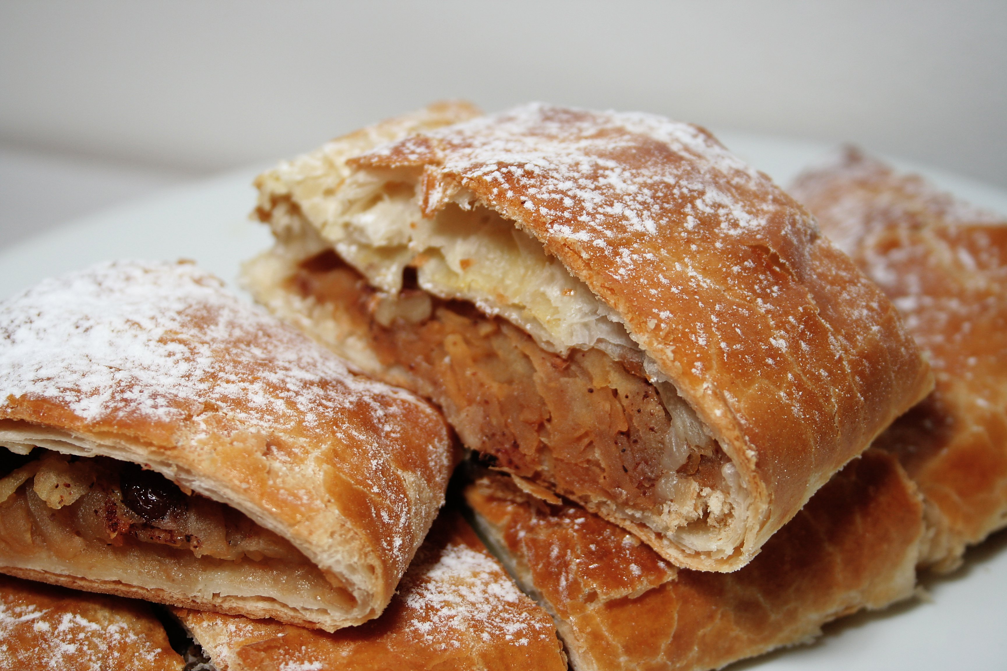 Apple strudel - Wikipedia, the free encyclopedia