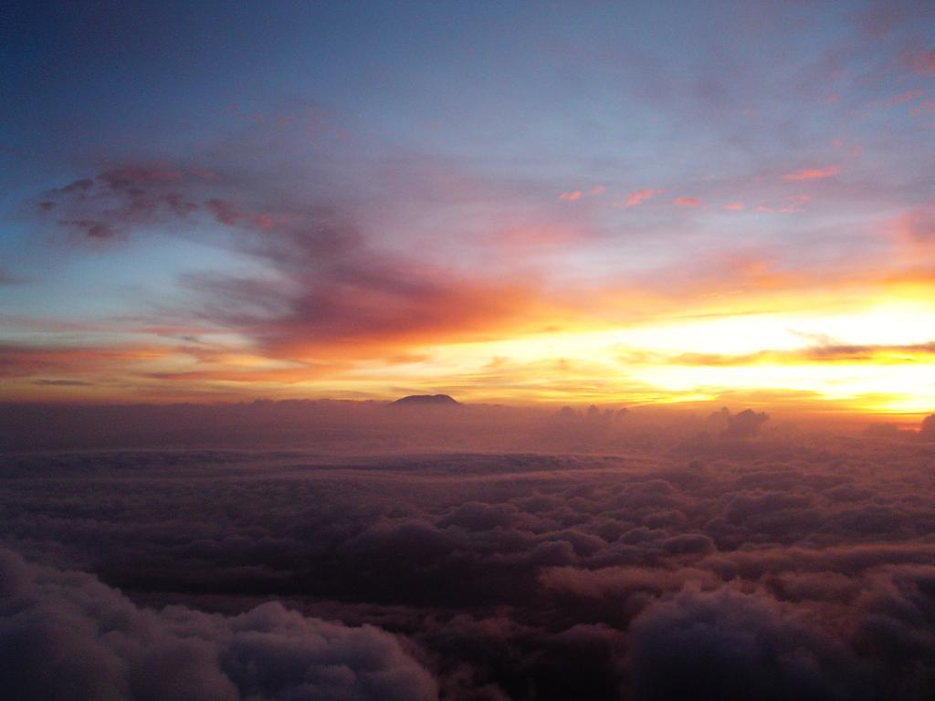 http://upload.wikimedia.org/wikipedia/commons/4/40/Sunrise_on_Mt_Kili_from_the_summit_of_Mt_Meru_in_2006.jpeg