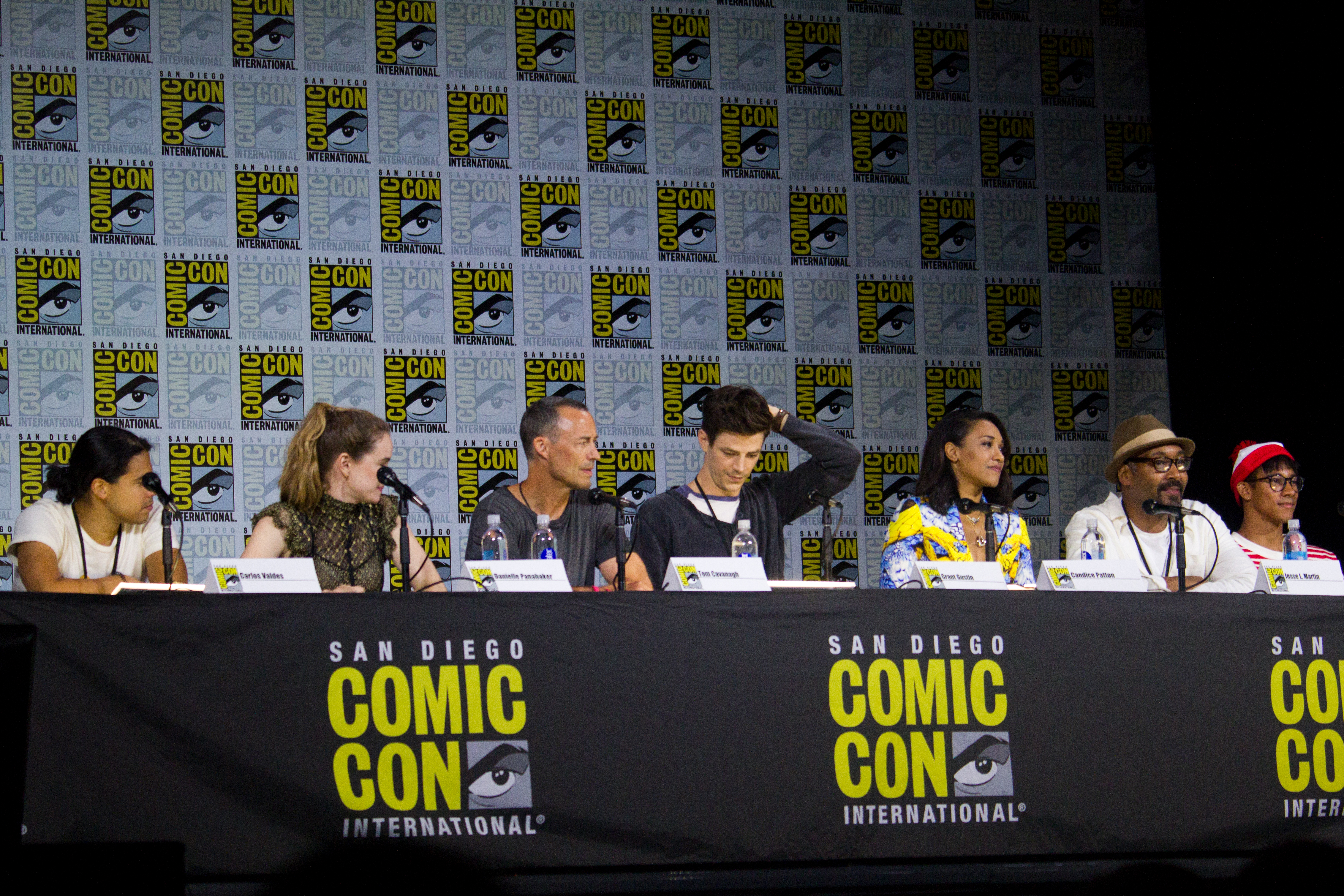 File:The Flash cast (35762171083) jpg - Wikimedia Commons