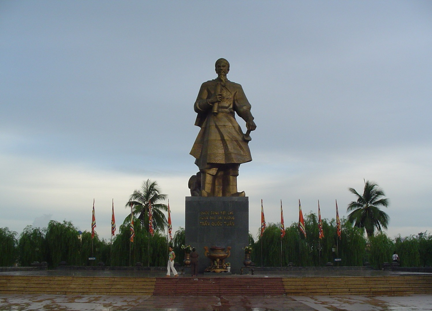Nam Dinh Vietnam  City pictures : Tran Hung Dao Statue in Nam Dinh City of Vietnam Wikipedia ...