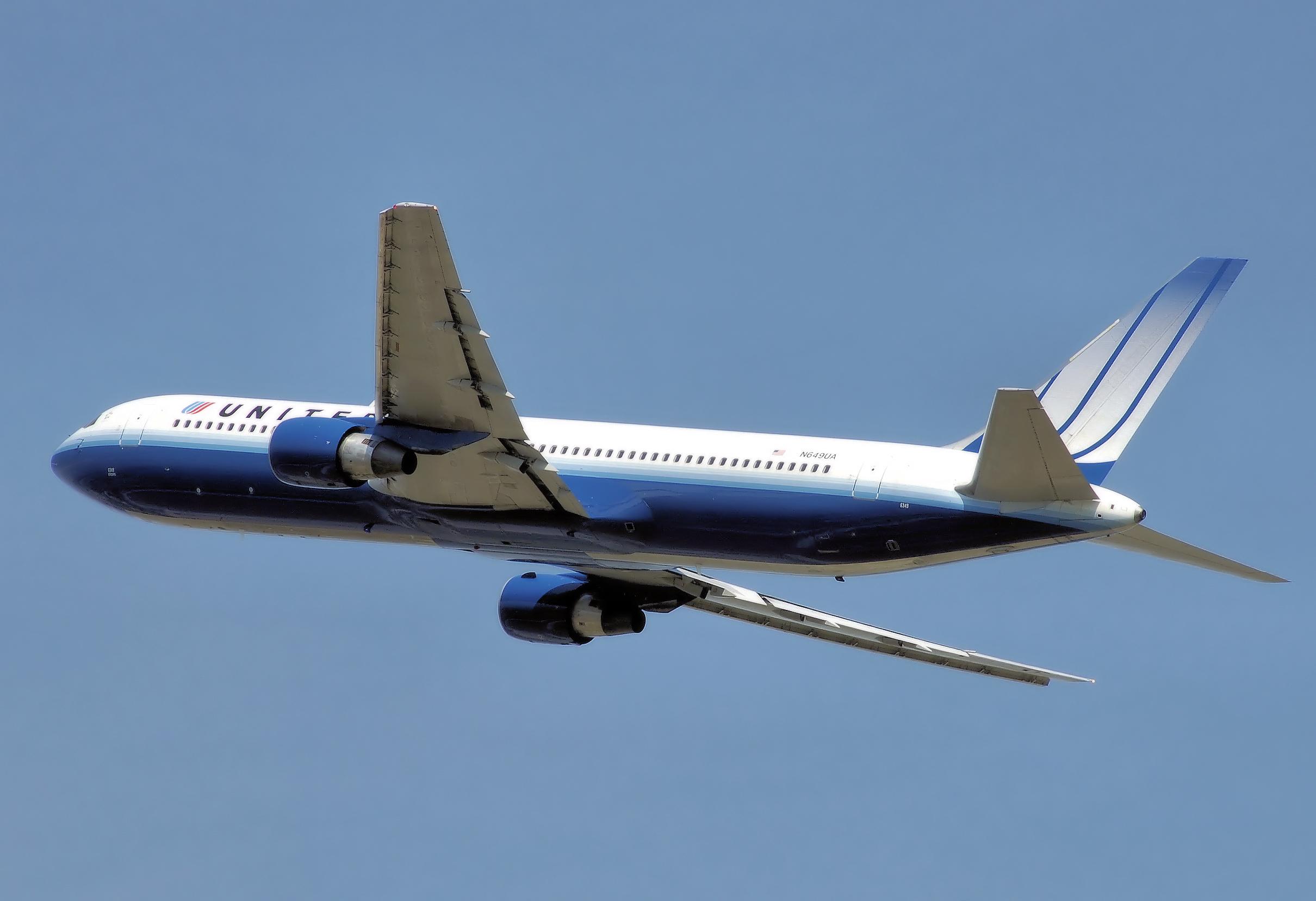 United_b767-300er_n649ua_arp.jpg
