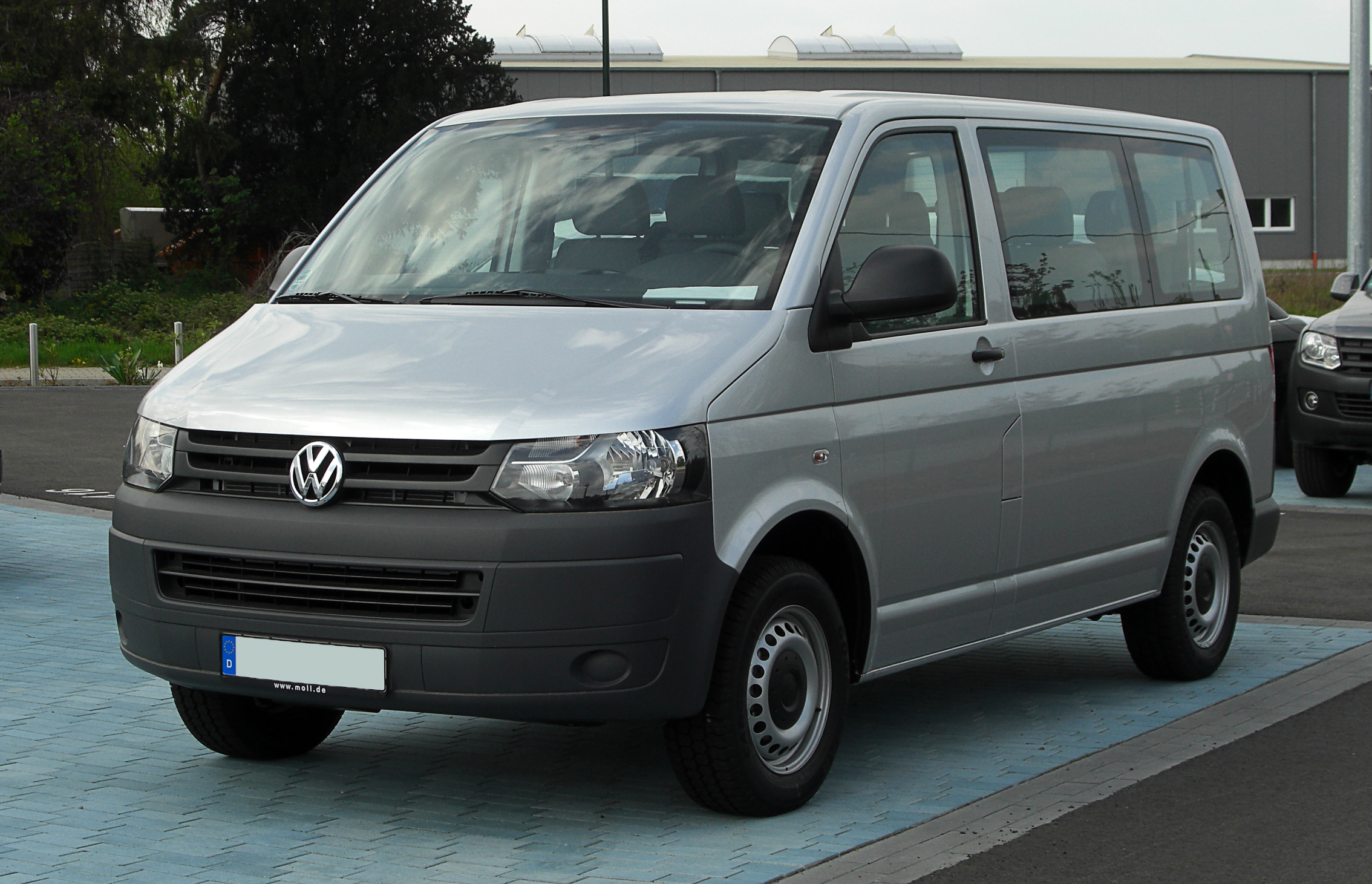plik vw transporter kombi 2 0 tdi t5 facelift frontansicht 17 april 2011 d. Black Bedroom Furniture Sets. Home Design Ideas
