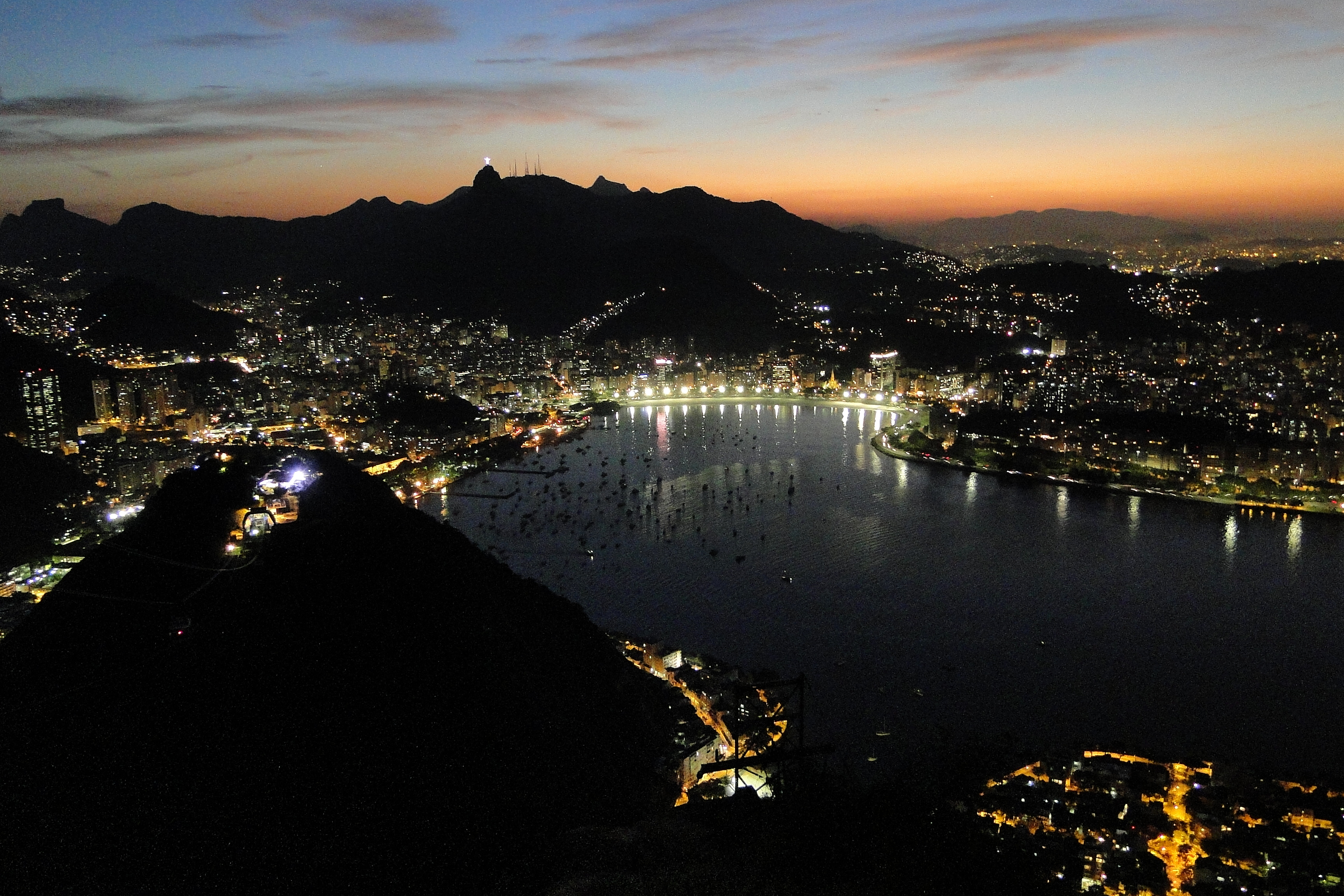 File:View from Sugarloaf Mountain-Pao de Acucar at Sunset - Rio de Janeiro  - Brazil - 04.jpg - Wikimedia Commons