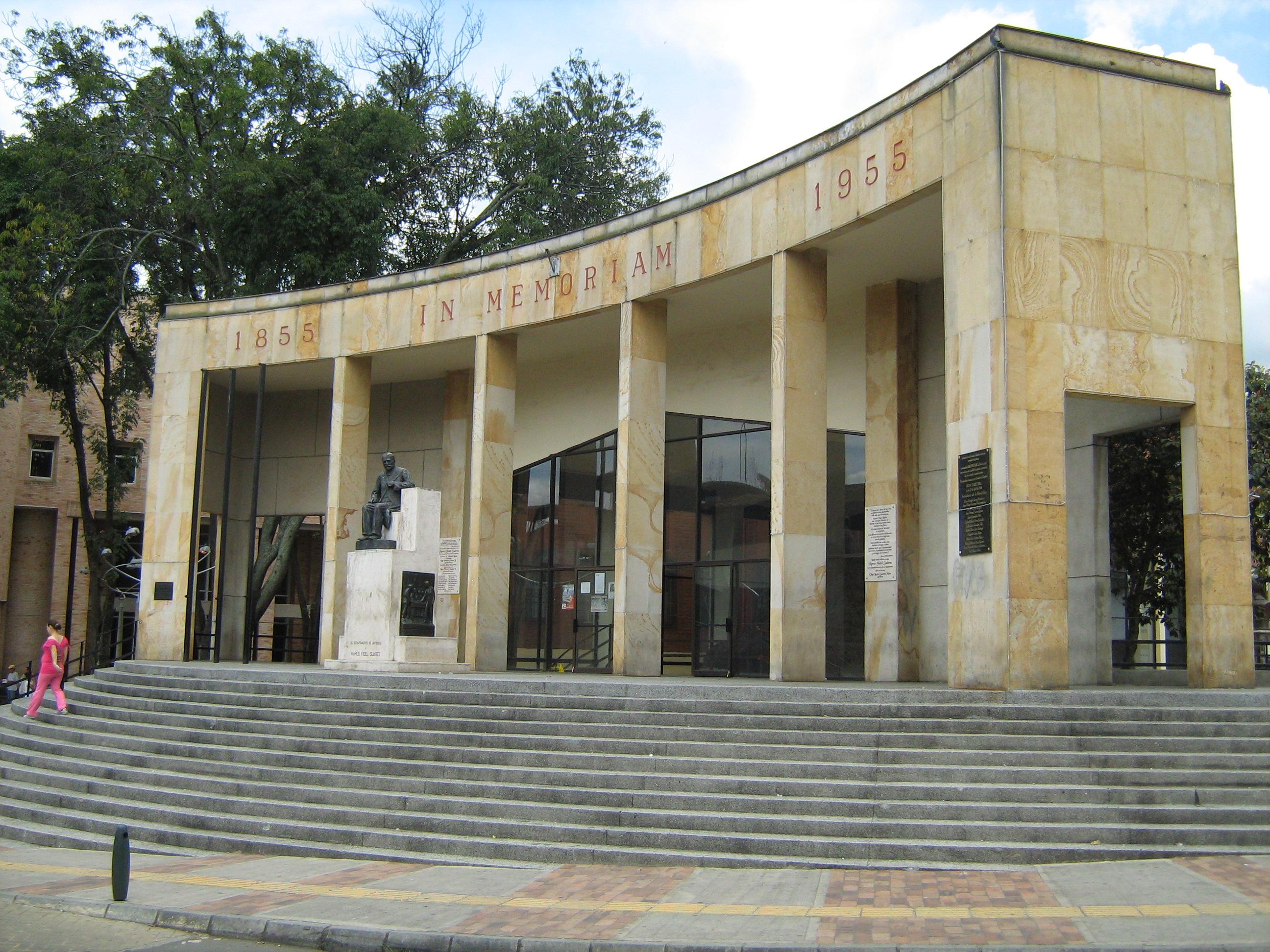 File:Vista del Monumento a Marco Fidel Suarez-Bello.JPG - Wikimedia ...