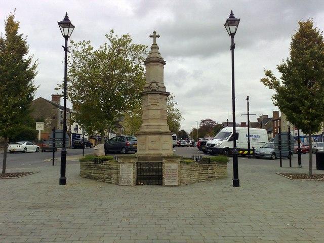 War Memorial, Brackley - geograph.org.uk - 1012597