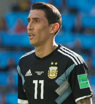The 30-year old son of father Miguel Hernandez and mother(?) Ángel Di María in 2018 photo. Ángel Di María earned a 7 million dollar salary - leaving the net worth at 18 million in 2018