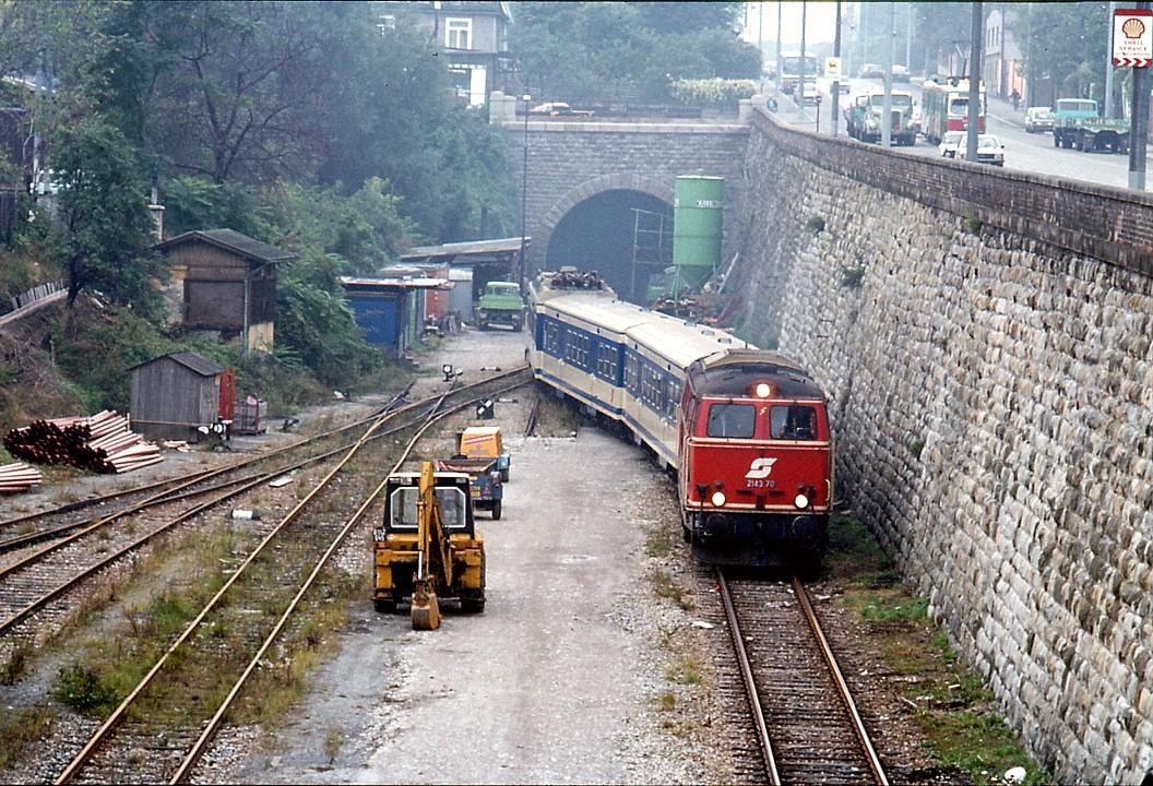 096L34001082 Publikumsfahrten auf der Vorortelinie, von Spetterbrücke Blick Richtung Breitenseer Tunnel, Lok 2143, Lok 4020.jpg