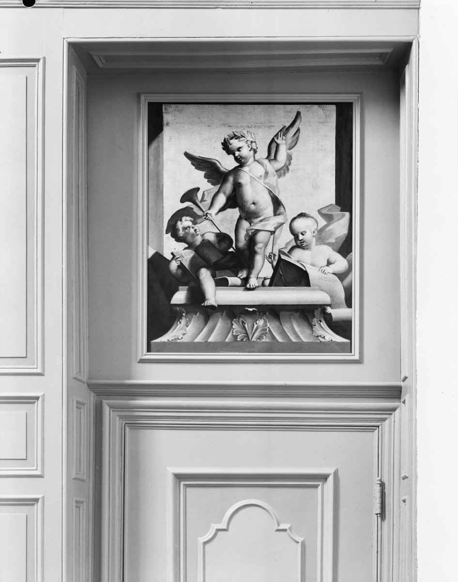 file 1e verdieping hal van zoldertrap dessus de porte 39 s gravenhage 20087902. Black Bedroom Furniture Sets. Home Design Ideas