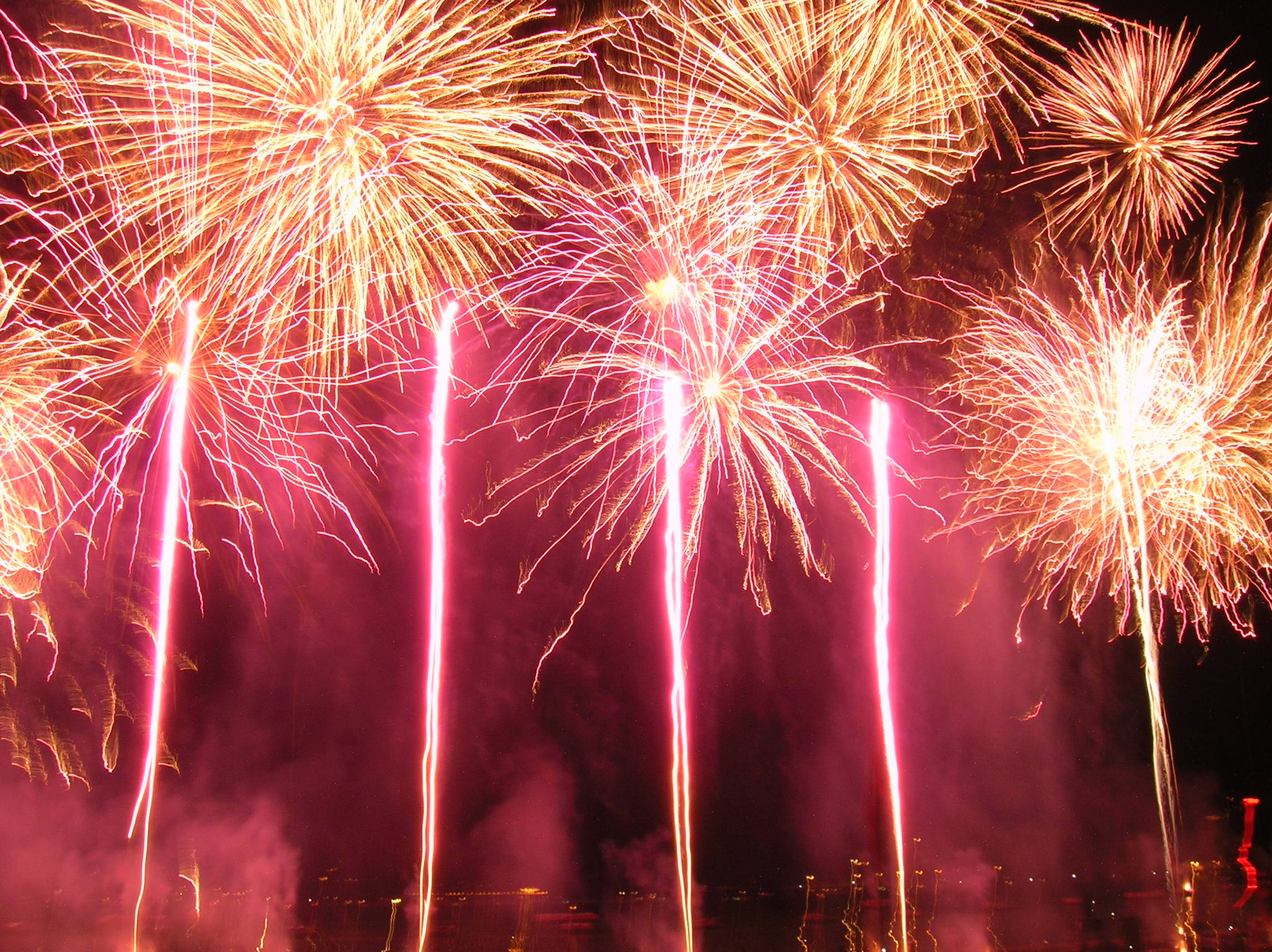 Description 200508 Firework of Lake of Annecy festival (299).jpg