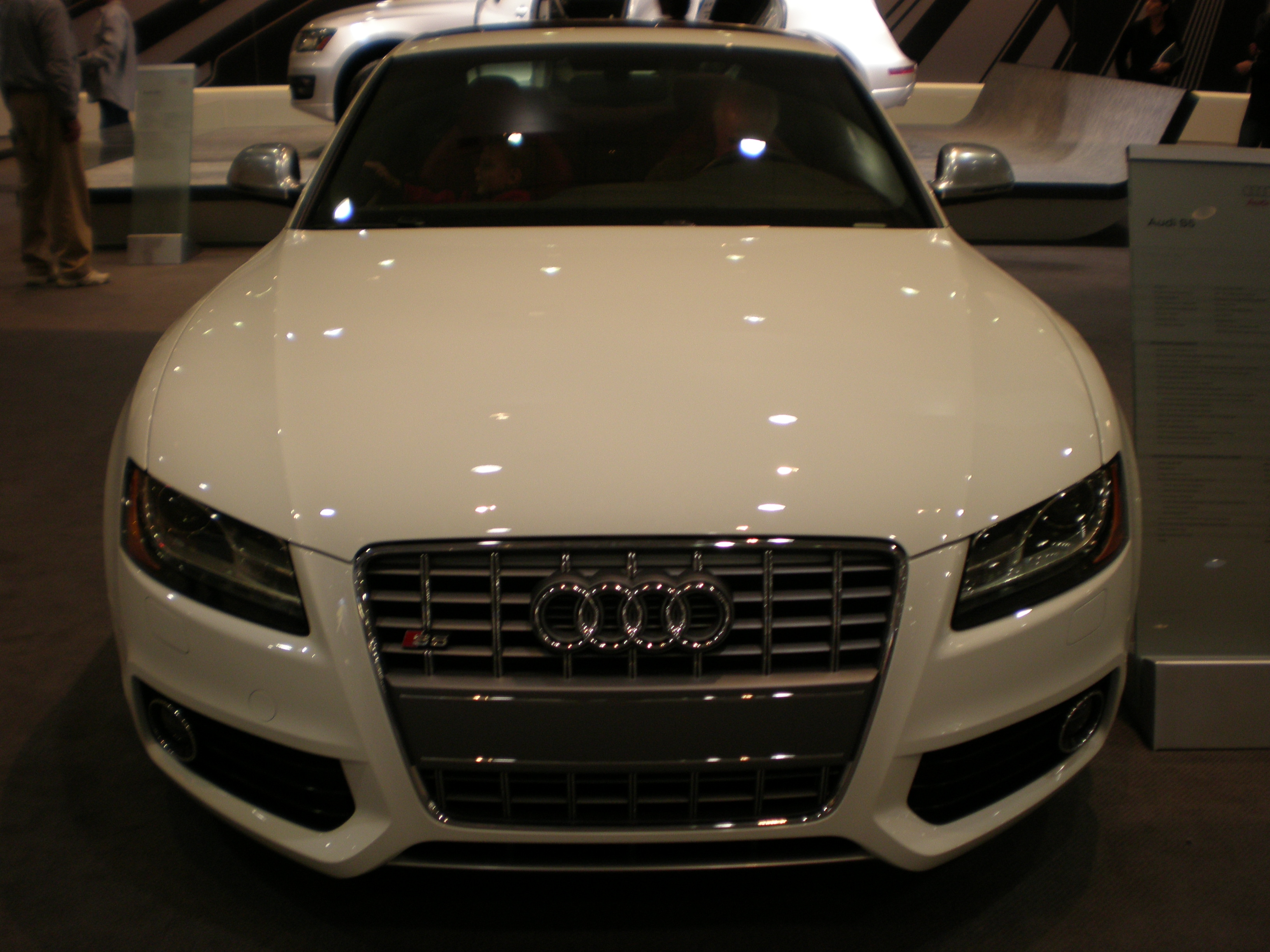 File:2009 white Audi S5 front.JPG - Wikimedia Commons