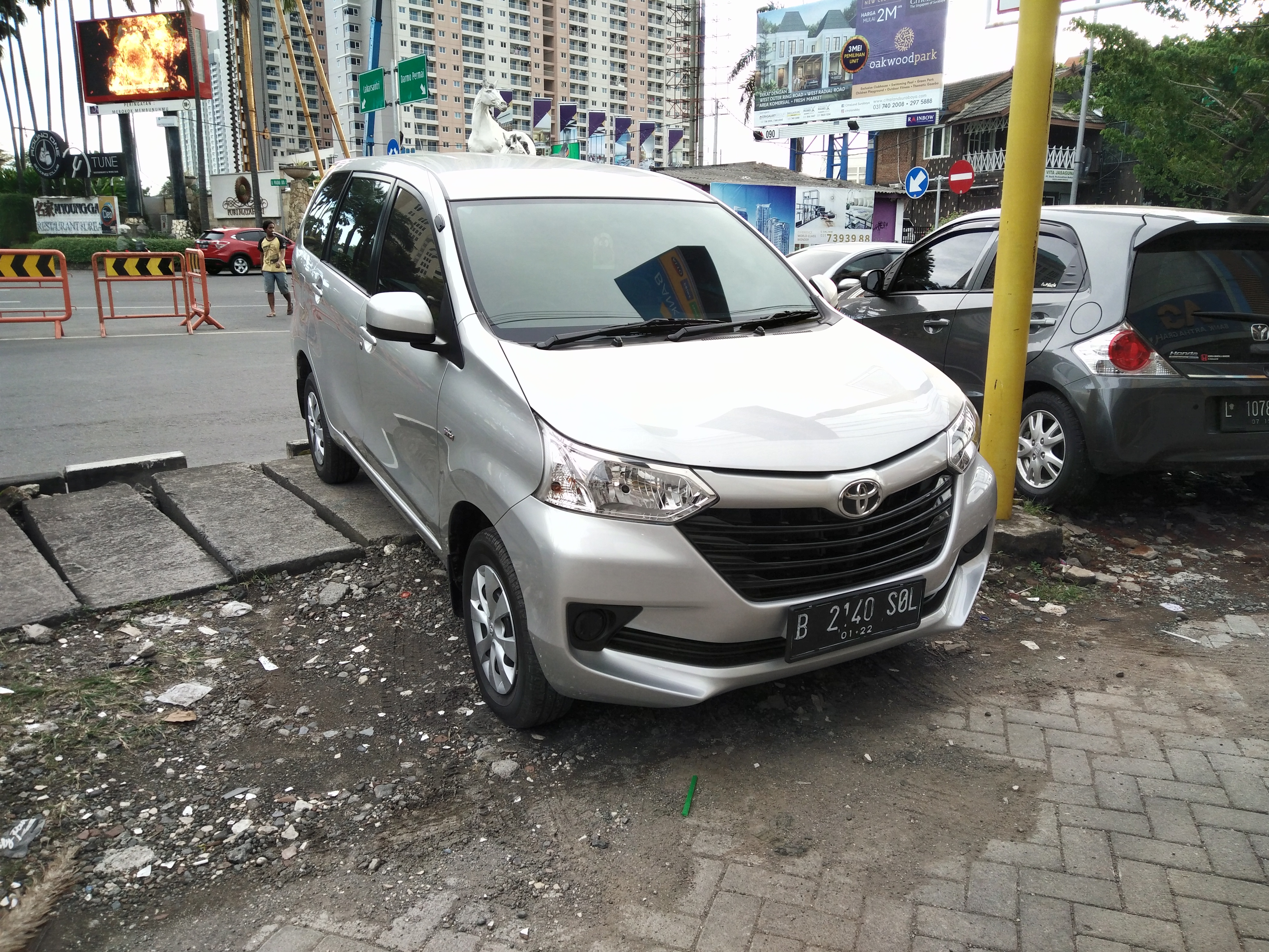 File:2017 Toyota Avanza 1.3 E 01, West Surabaya.jpg ...