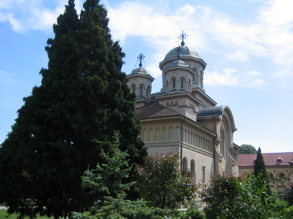 Fişier:AlbaIulia BisericaOrtodoxa.jpg