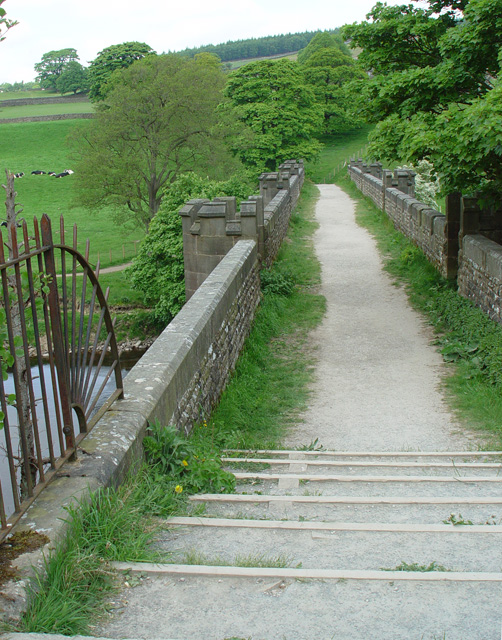 File:Aqueduct, walker's eye view - geograph.org.uk ...